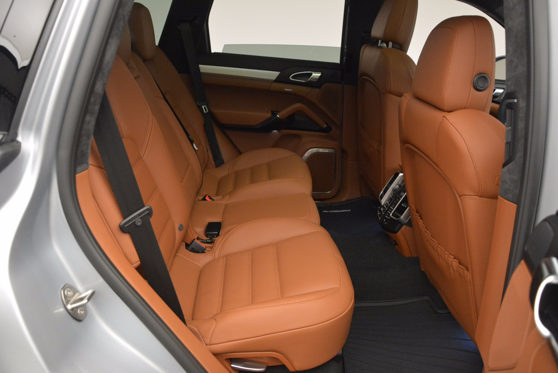 Used 2016 Porsche Cayenne Turbo For Sale In Westport, CT 1000_p36