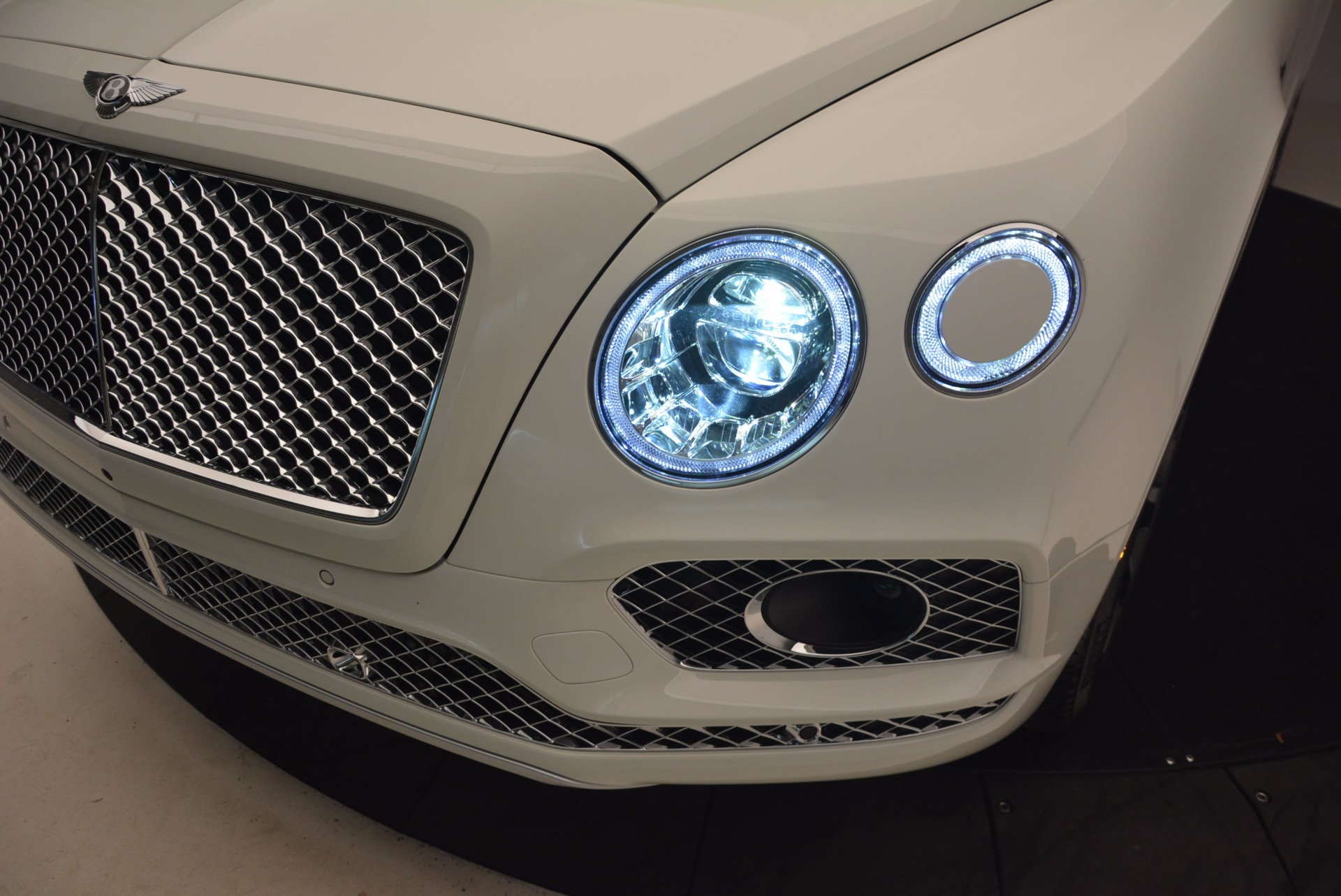 Used 2017 Bentley Bentayga  For Sale In Westport, CT 1091_p16
