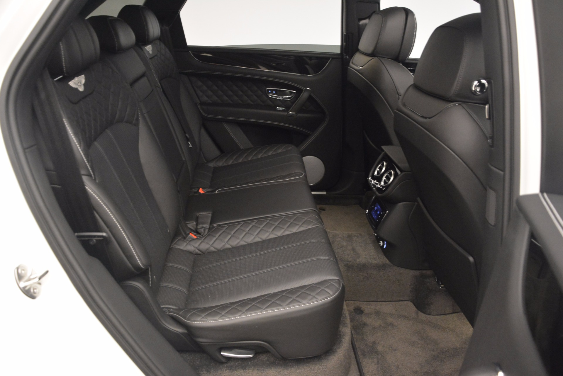 Used 2017 Bentley Bentayga  For Sale In Westport, CT 1091_p40