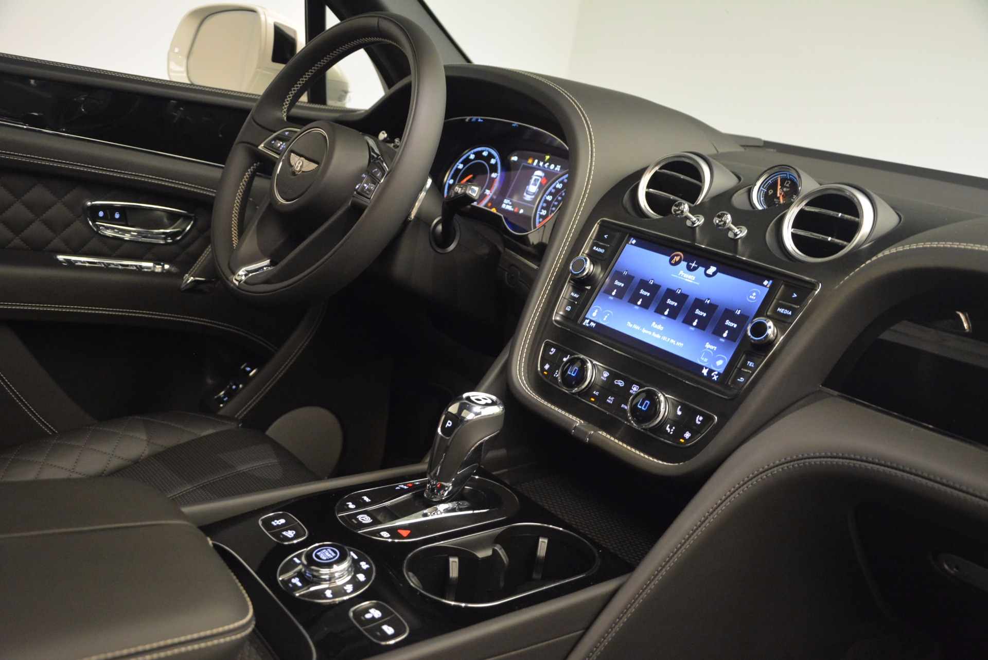 Used 2017 Bentley Bentayga  For Sale In Westport, CT 1091_p46