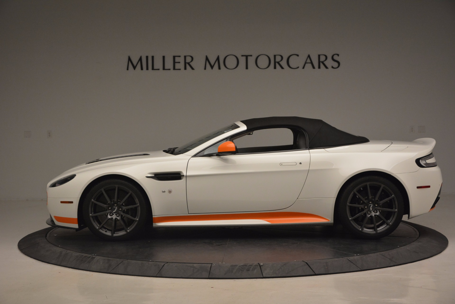 Used 2017 Aston Martin V12 Vantage S Convertible For Sale In Westport, CT 1134_p15