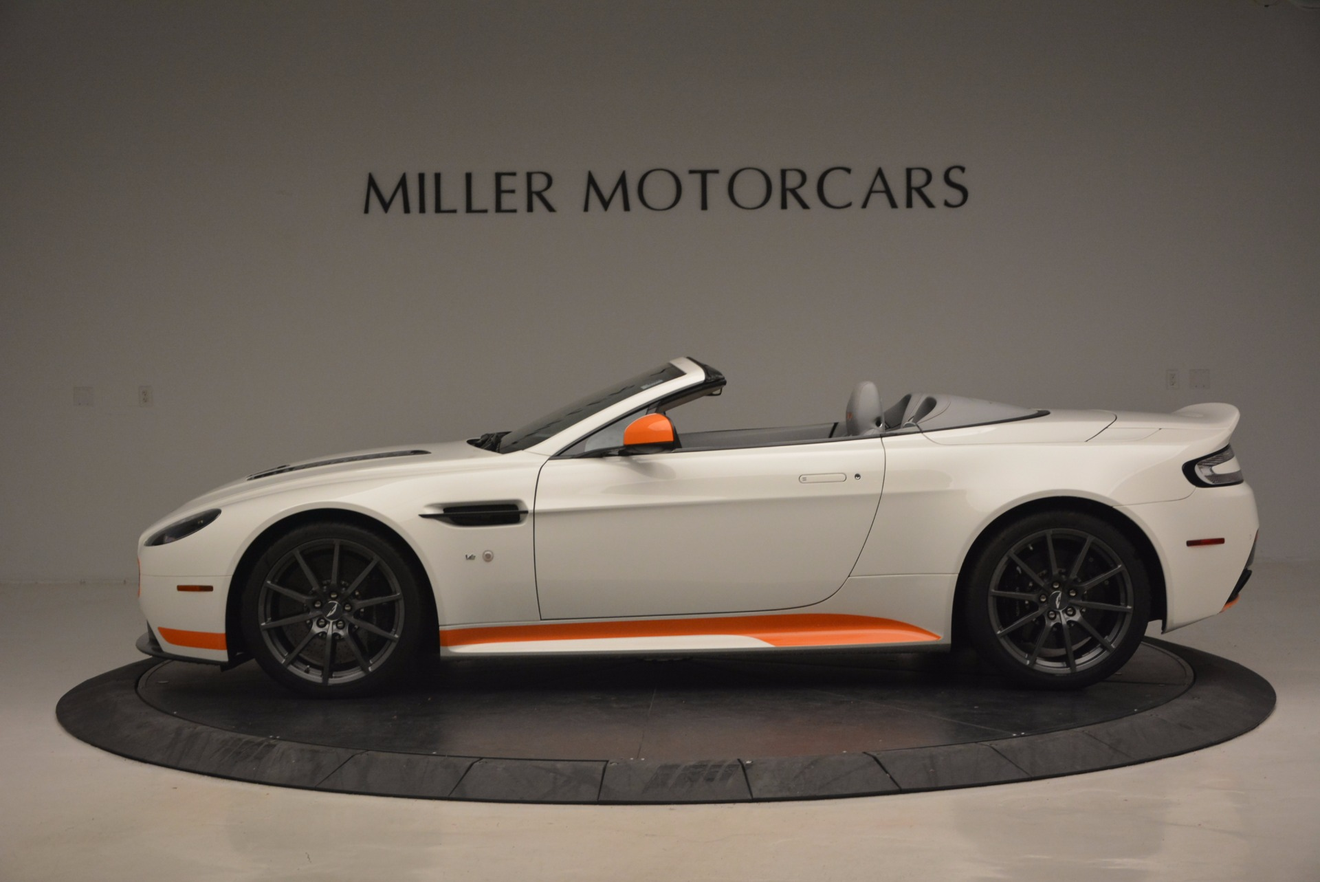 Used 2017 Aston Martin V12 Vantage S Convertible For Sale In Westport, CT 1134_p3