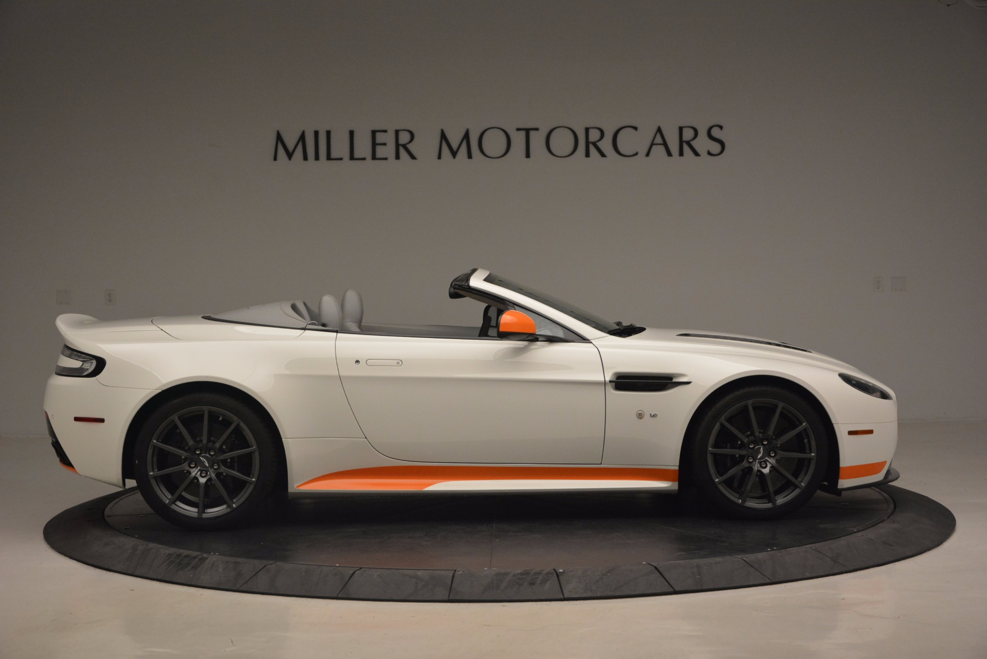 Used 2017 Aston Martin V12 Vantage S Convertible For Sale In Westport, CT 1134_p9
