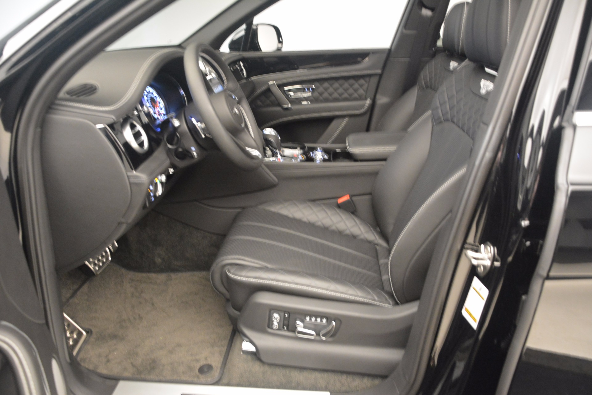 New 2017 Bentley Bentayga  For Sale In Westport, CT 1140_p34