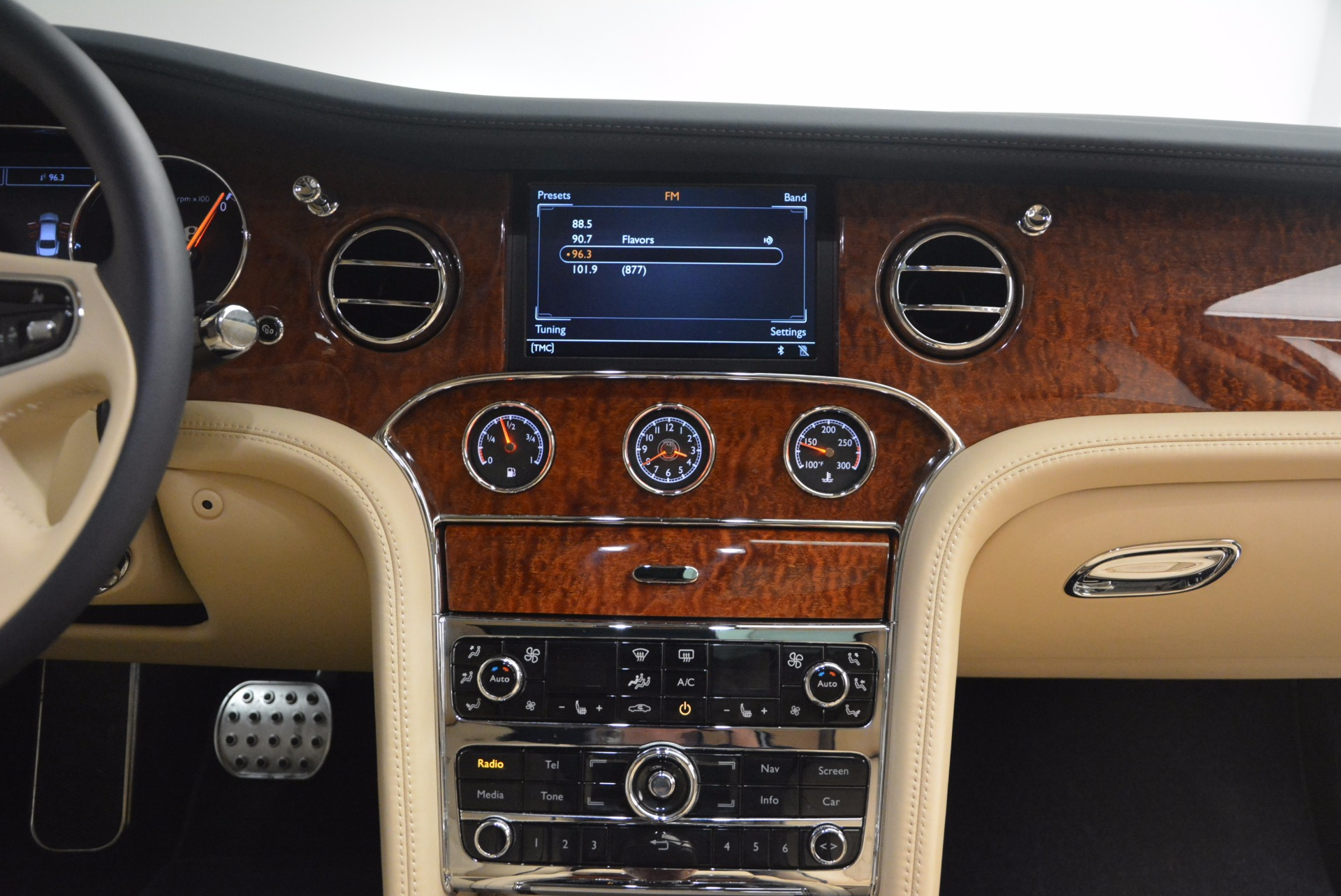 Used 2016 Bentley Mulsanne  For Sale In Westport, CT 1173_p45