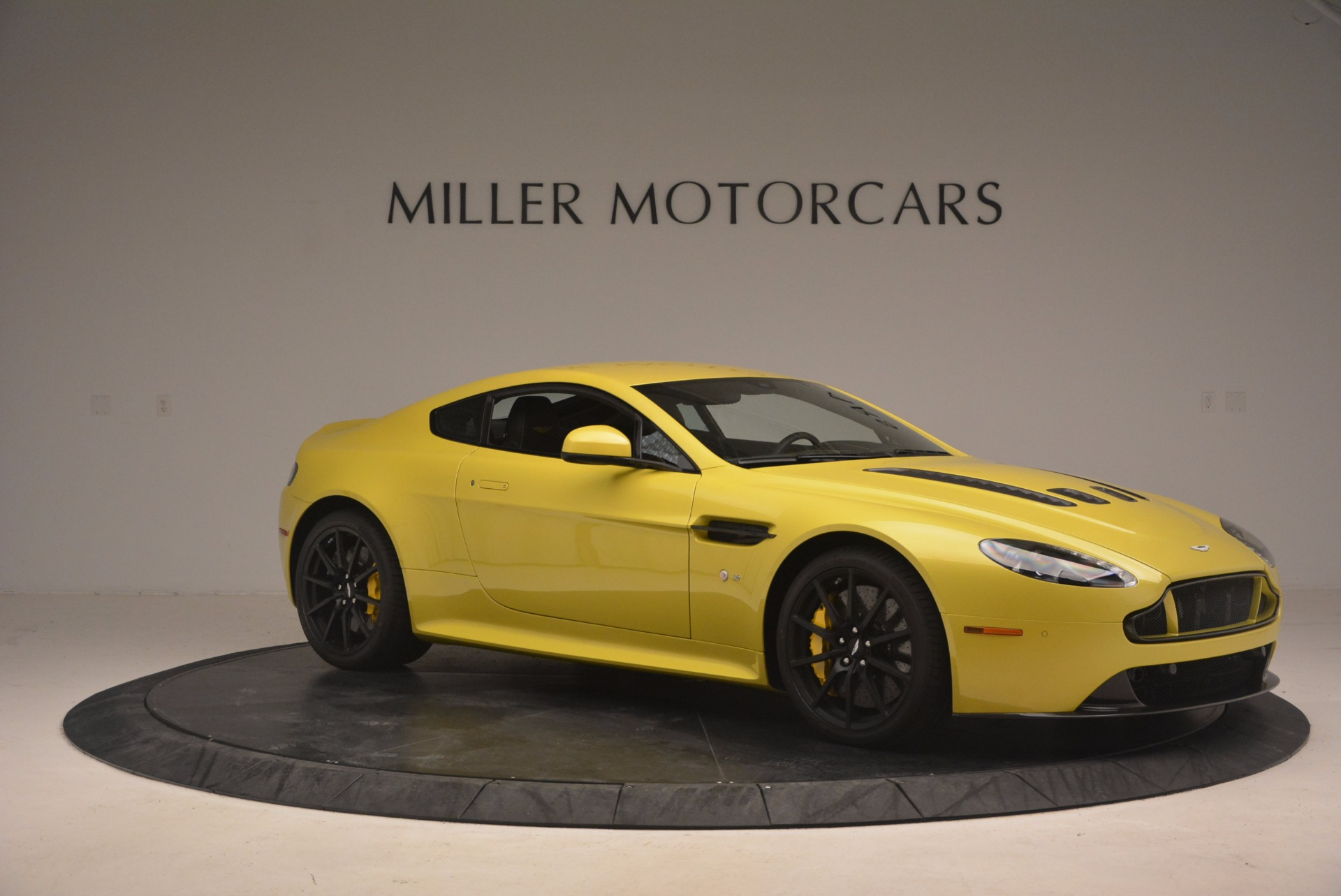 New 2017 Aston Martin V12 Vantage S  For Sale In Westport, CT 1224_p9