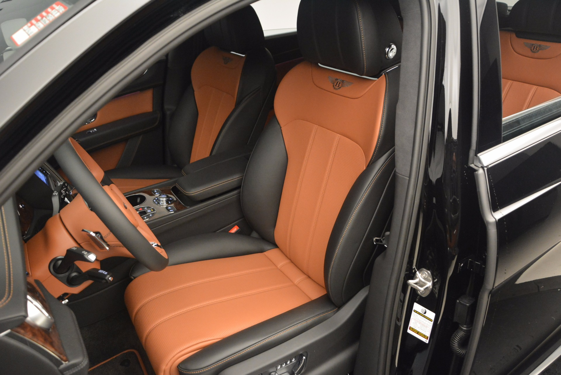New 2018 Bentley Bentayga Activity Edition-Now with seating for 7!!! For Sale In Westport, CT 1255_p22