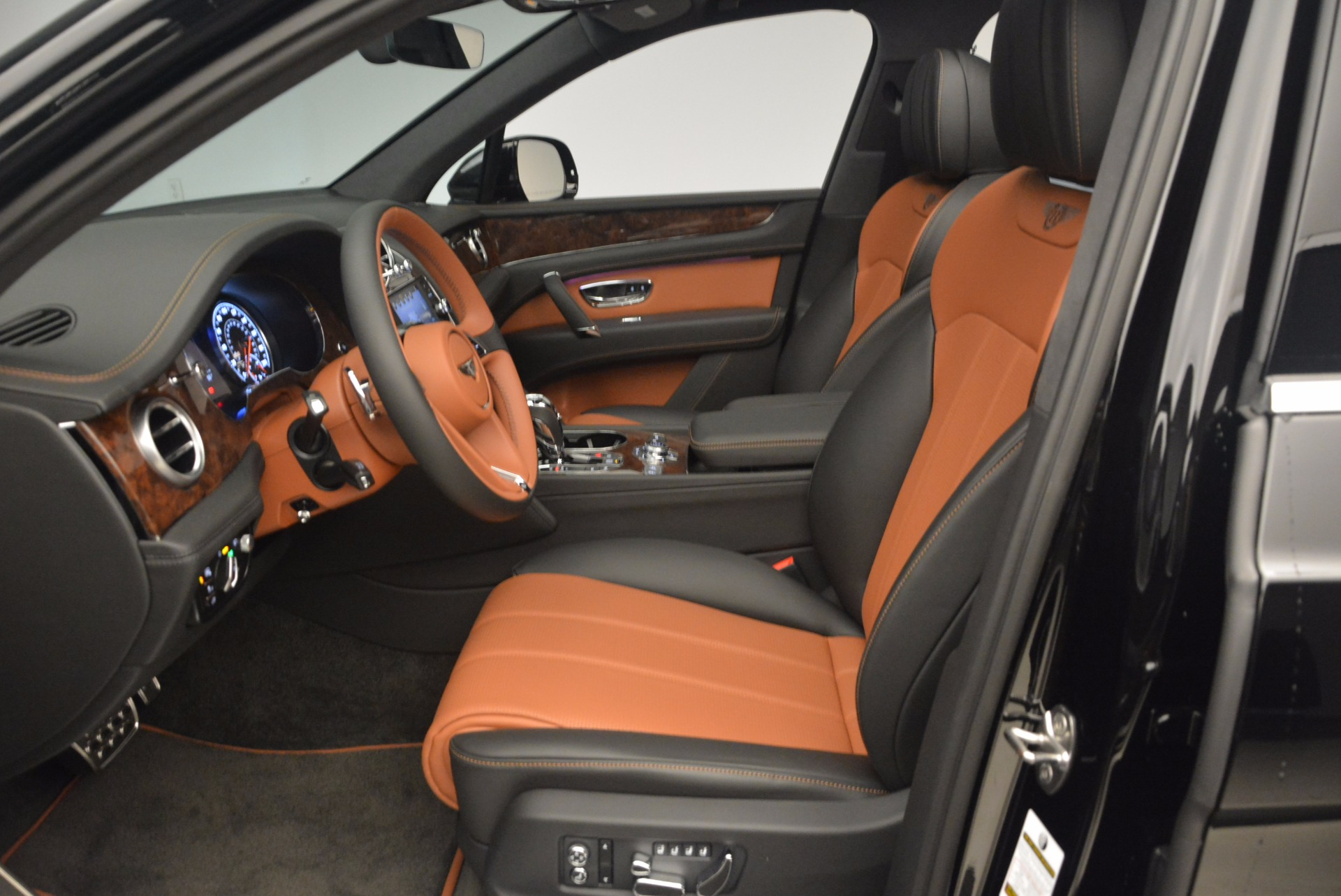 New 2018 Bentley Bentayga Activity Edition-Now with seating for 7!!! For Sale In Westport, CT 1255_p23