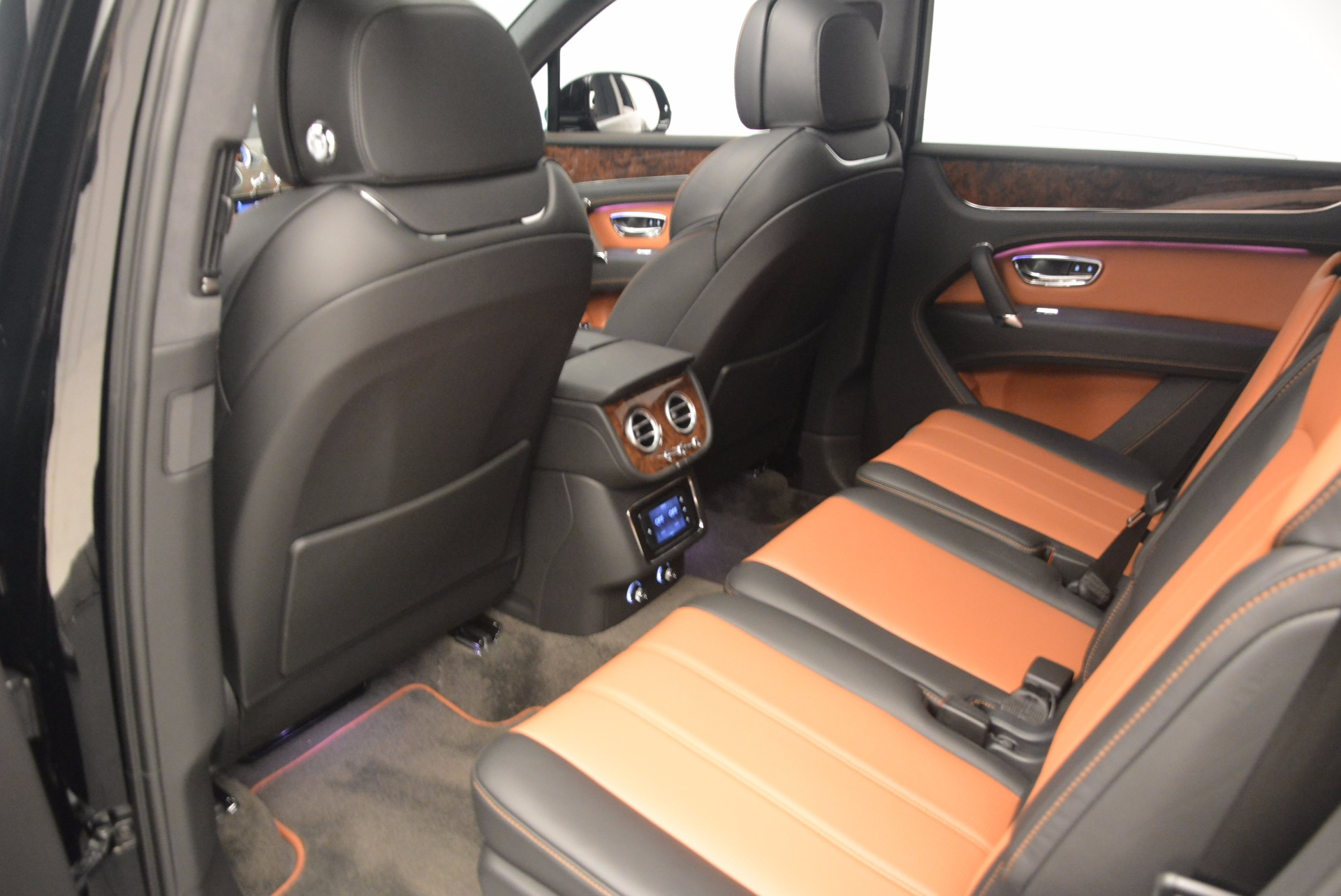 New 2018 Bentley Bentayga Activity Edition-Now with seating for 7!!! For Sale In Westport, CT 1255_p29