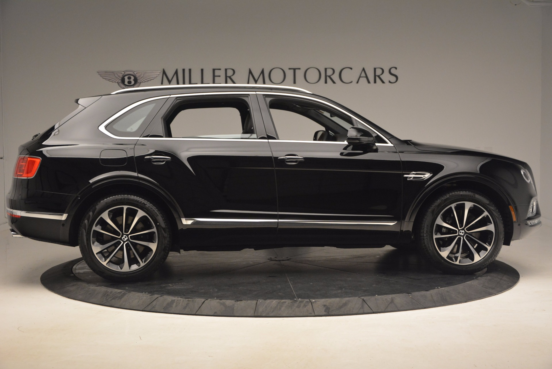 New 2018 Bentley Bentayga Activity Edition-Now with seating for 7!!! For Sale In Westport, CT 1255_p9