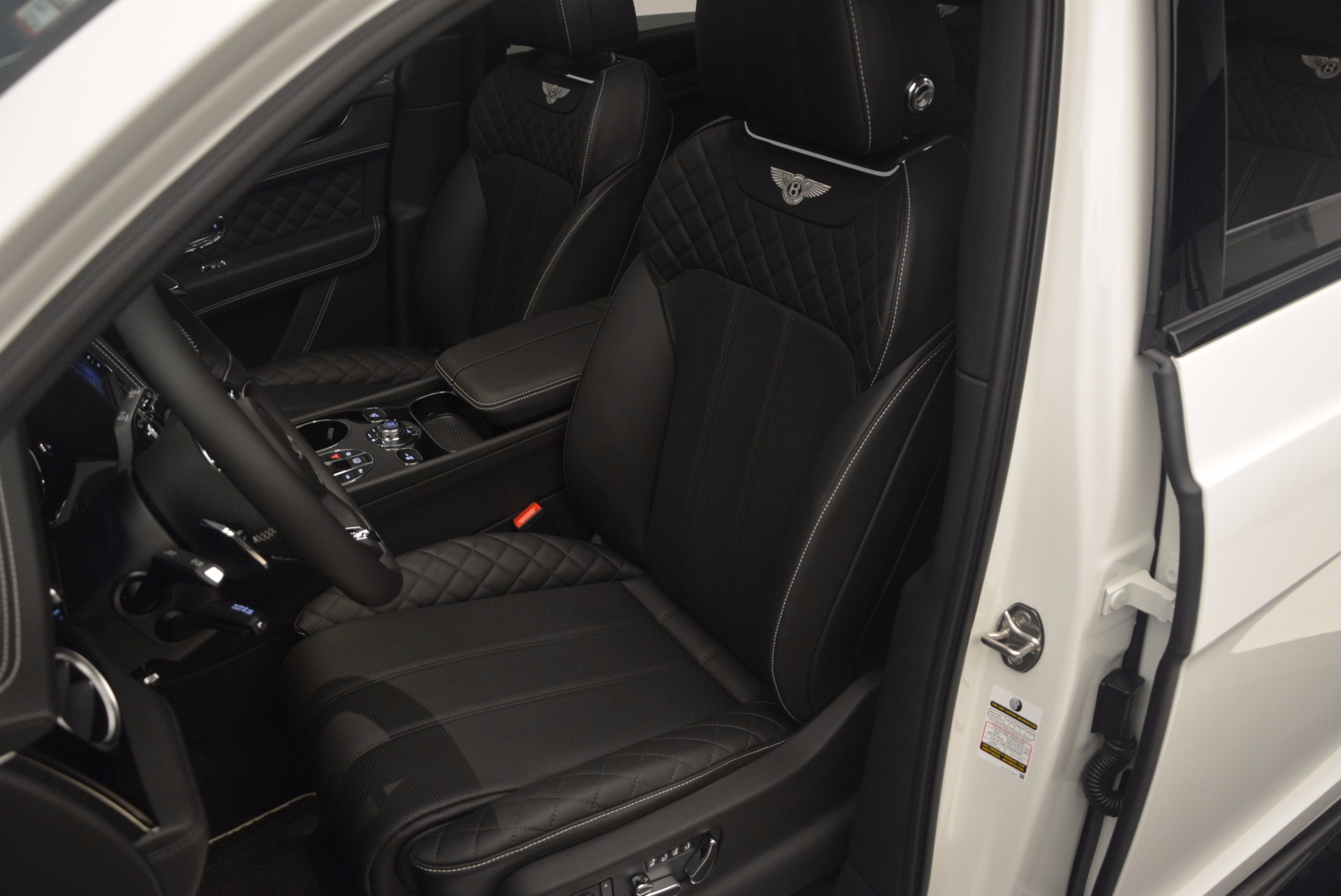 New 2018 Bentley Bentayga Black Edition For Sale In Westport, CT 1260_p25