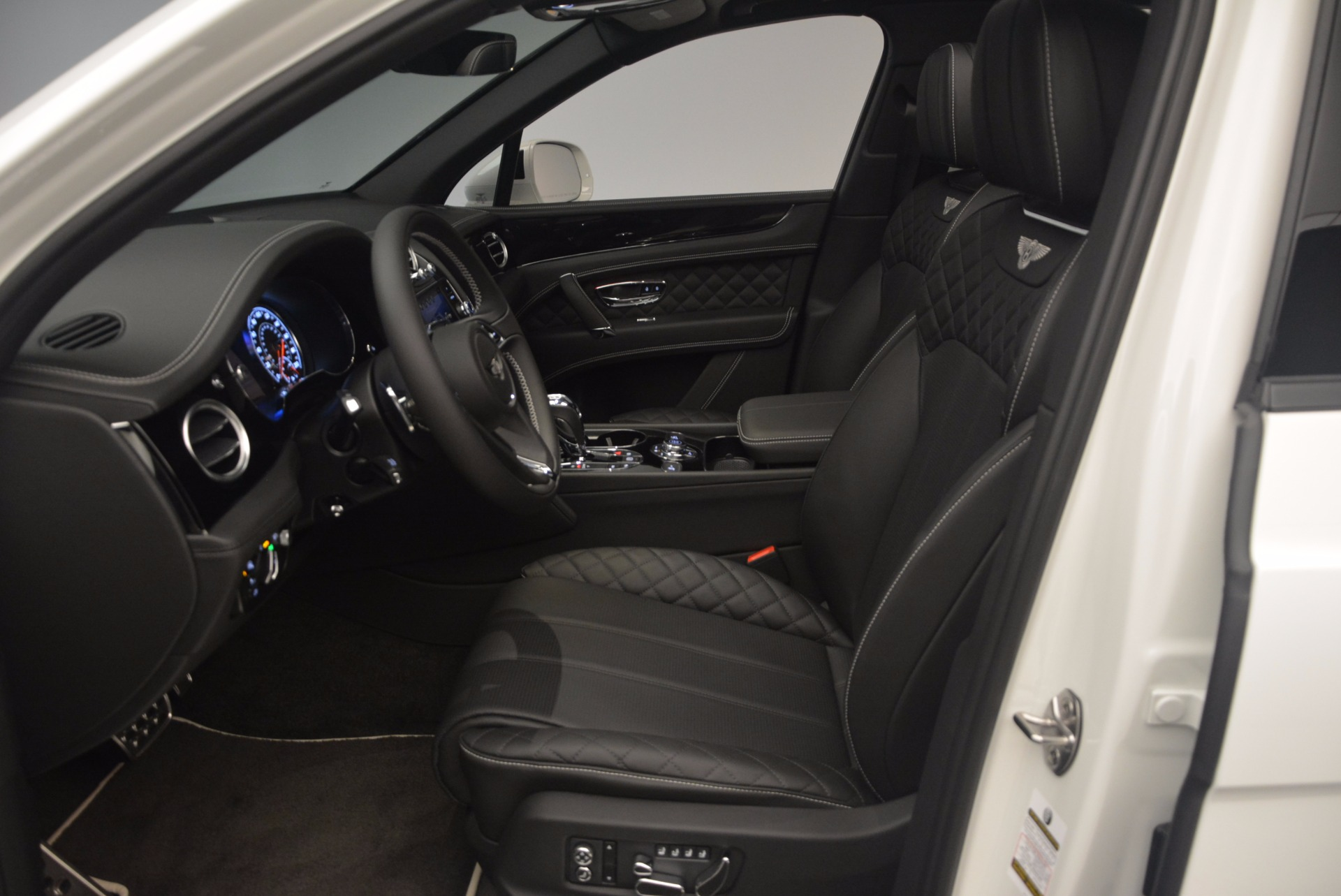 New 2018 Bentley Bentayga Black Edition For Sale In Westport, CT 1260_p26