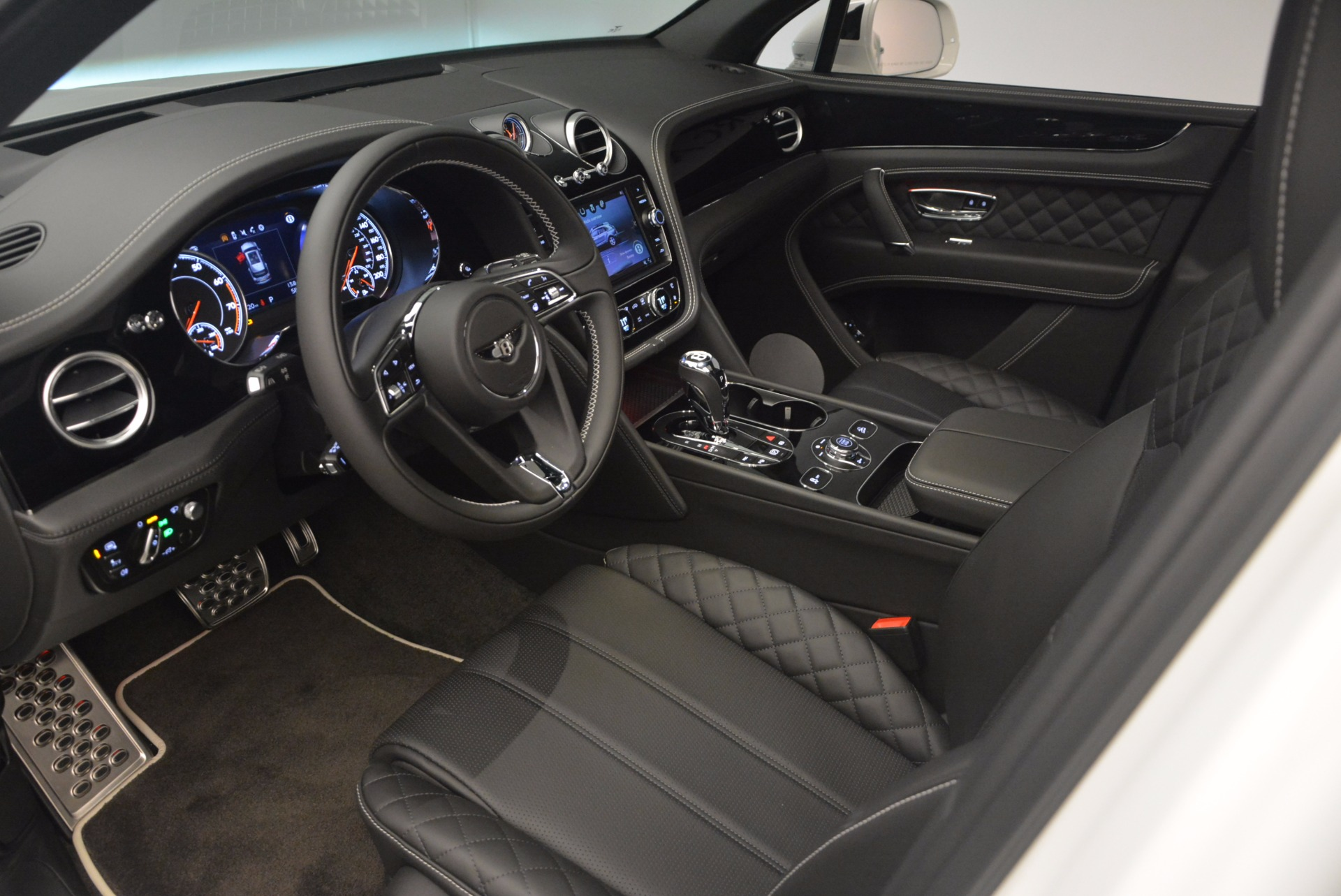 New 2018 Bentley Bentayga Black Edition For Sale In Westport, CT 1260_p27