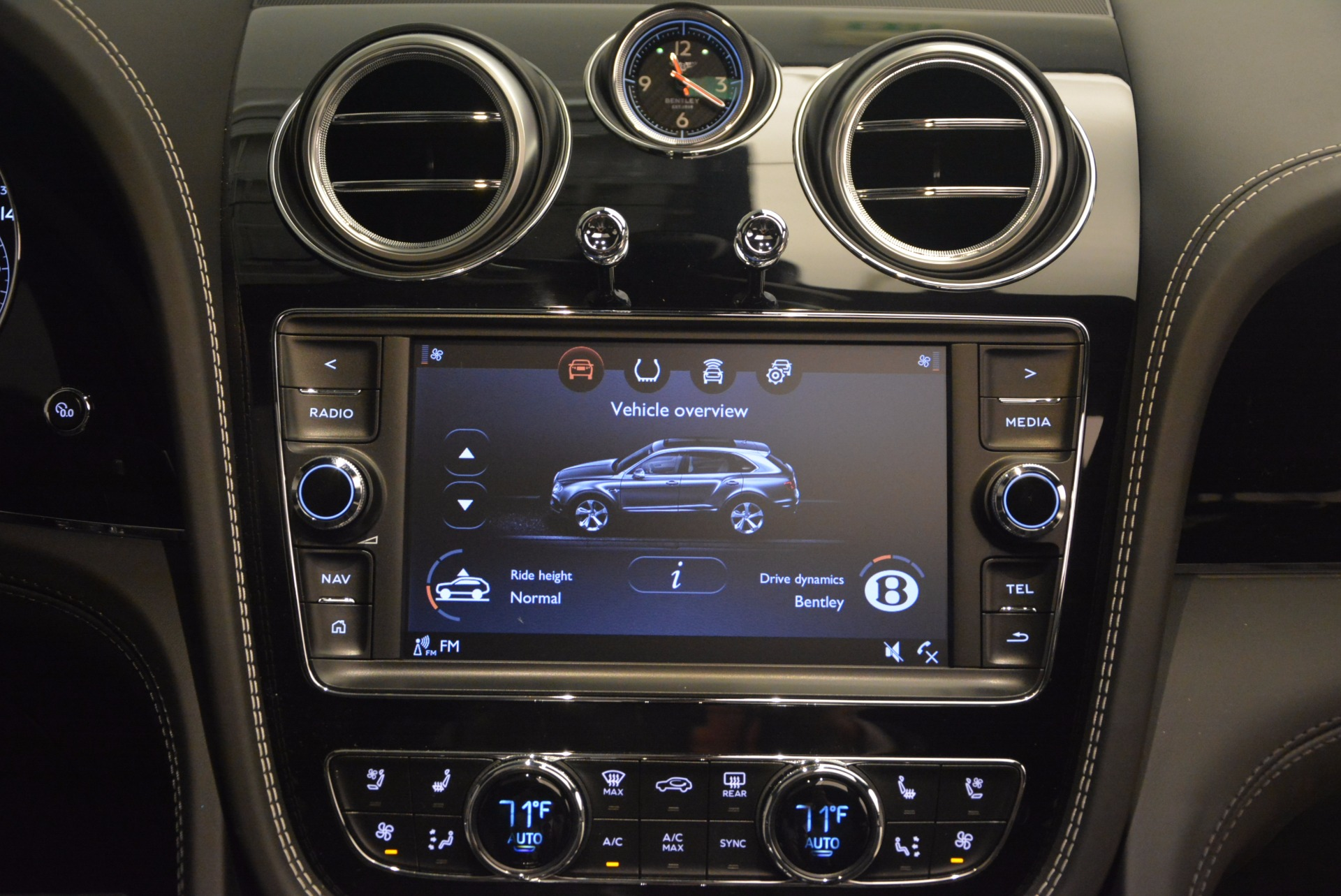 New 2018 Bentley Bentayga Black Edition For Sale In Westport, CT 1260_p52