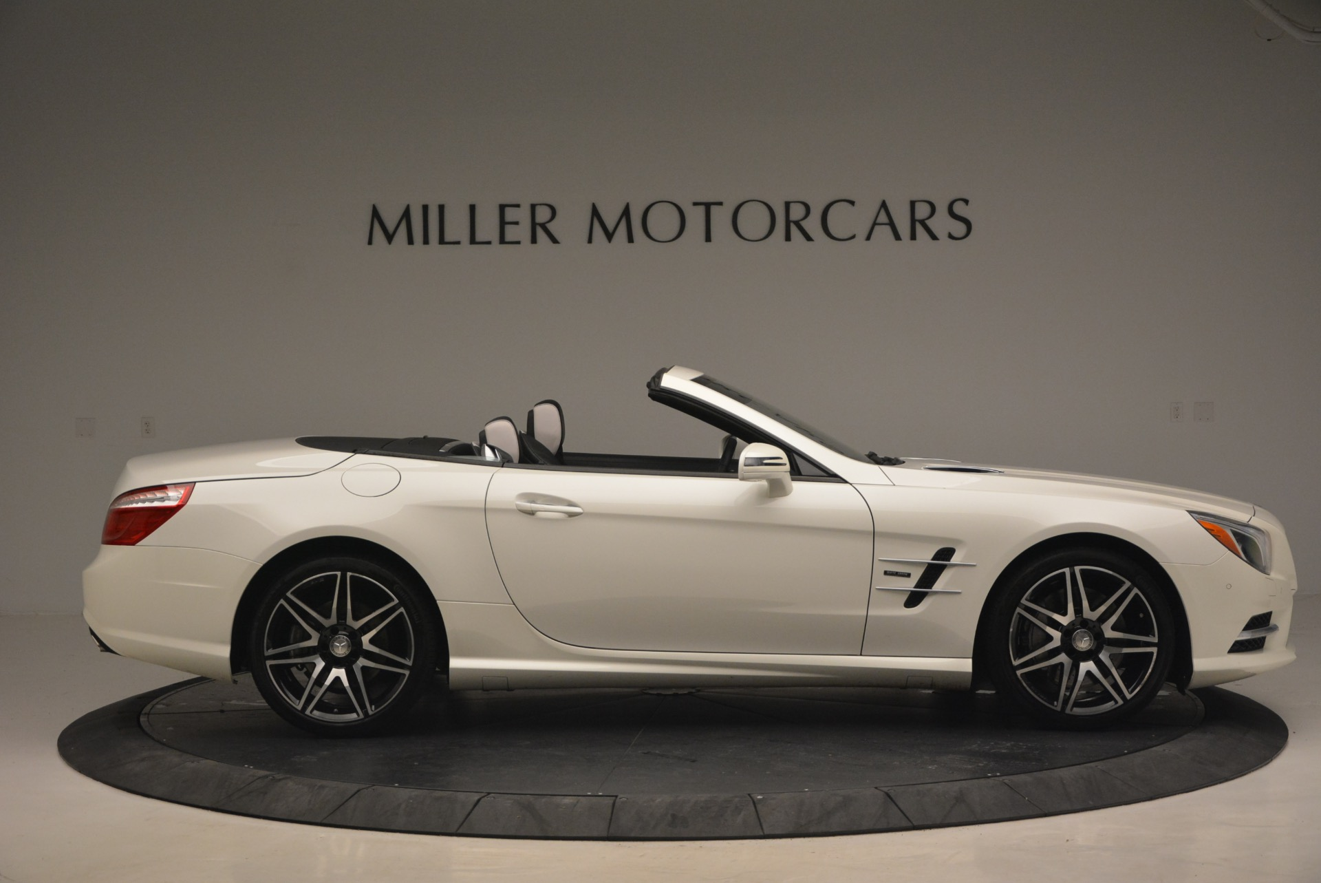 Used 2015 Mercedes Benz SL-Class SL 550 For Sale In Westport, CT 1261_p10