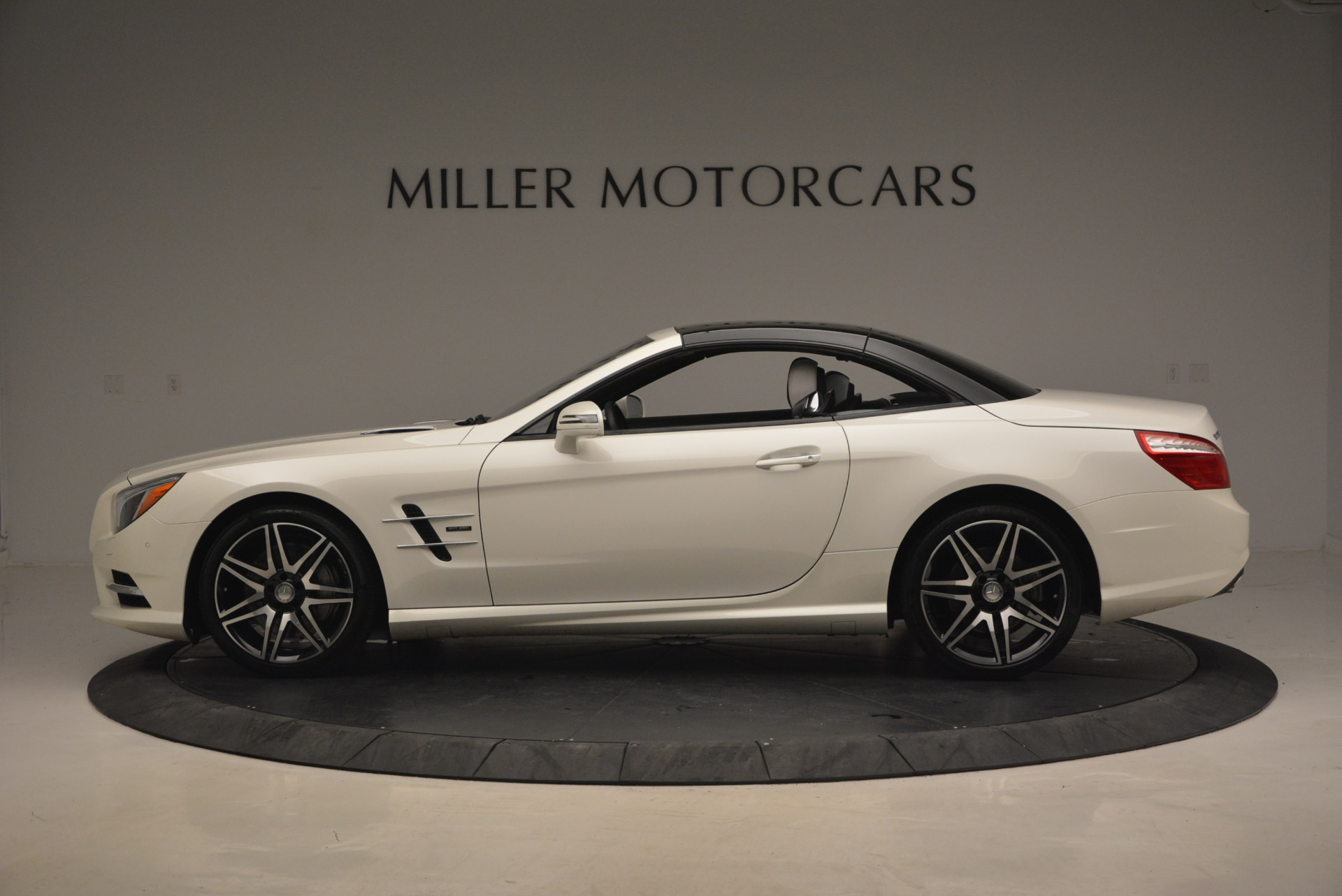 Used 2015 Mercedes Benz SL-Class SL 550 For Sale In Westport, CT 1261_p17