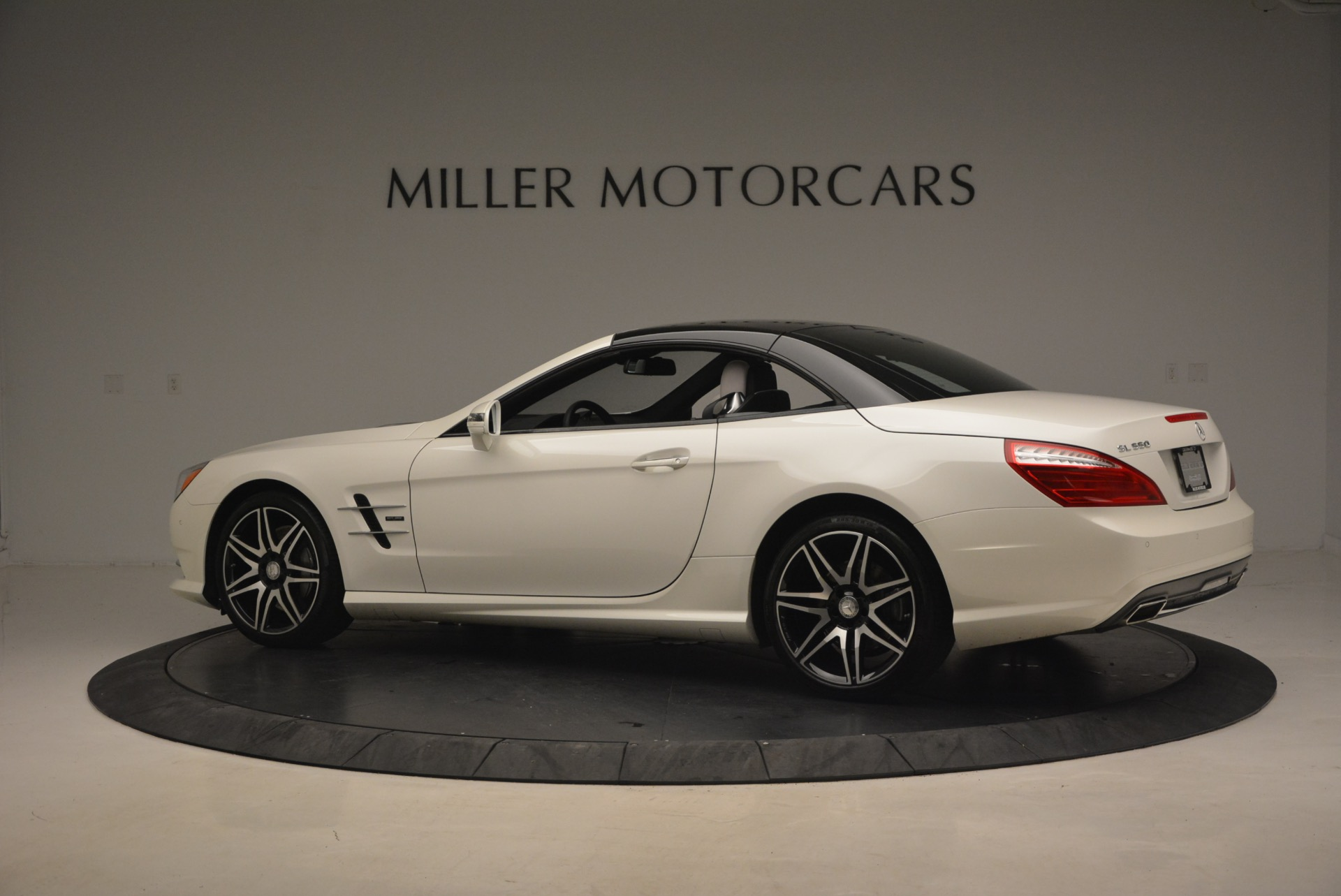Used 2015 Mercedes Benz SL-Class SL 550 For Sale In Westport, CT 1261_p18