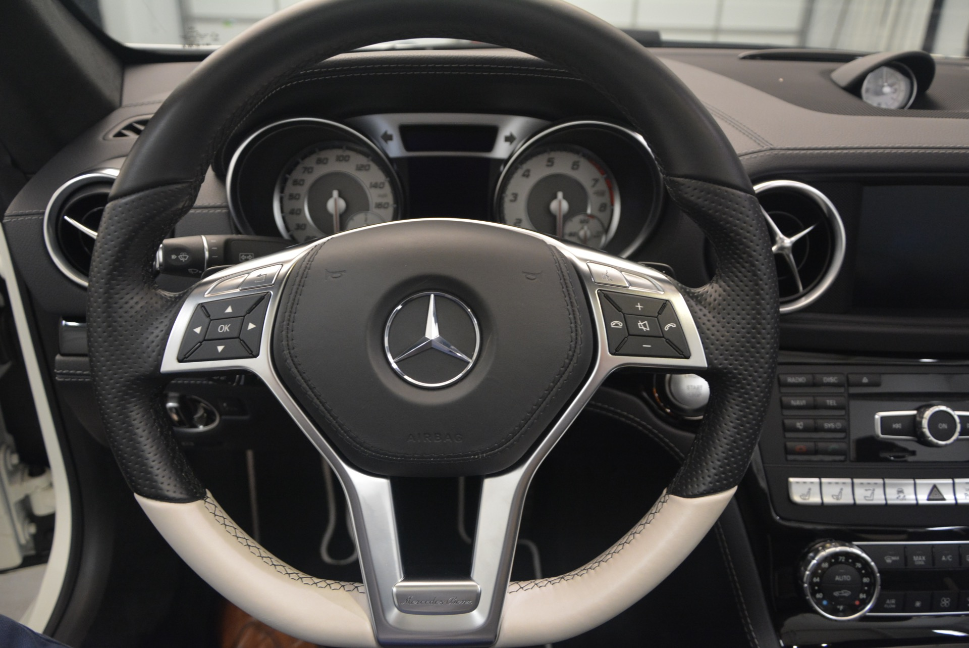 Used 2015 Mercedes Benz SL-Class SL 550 For Sale In Westport, CT 1261_p33