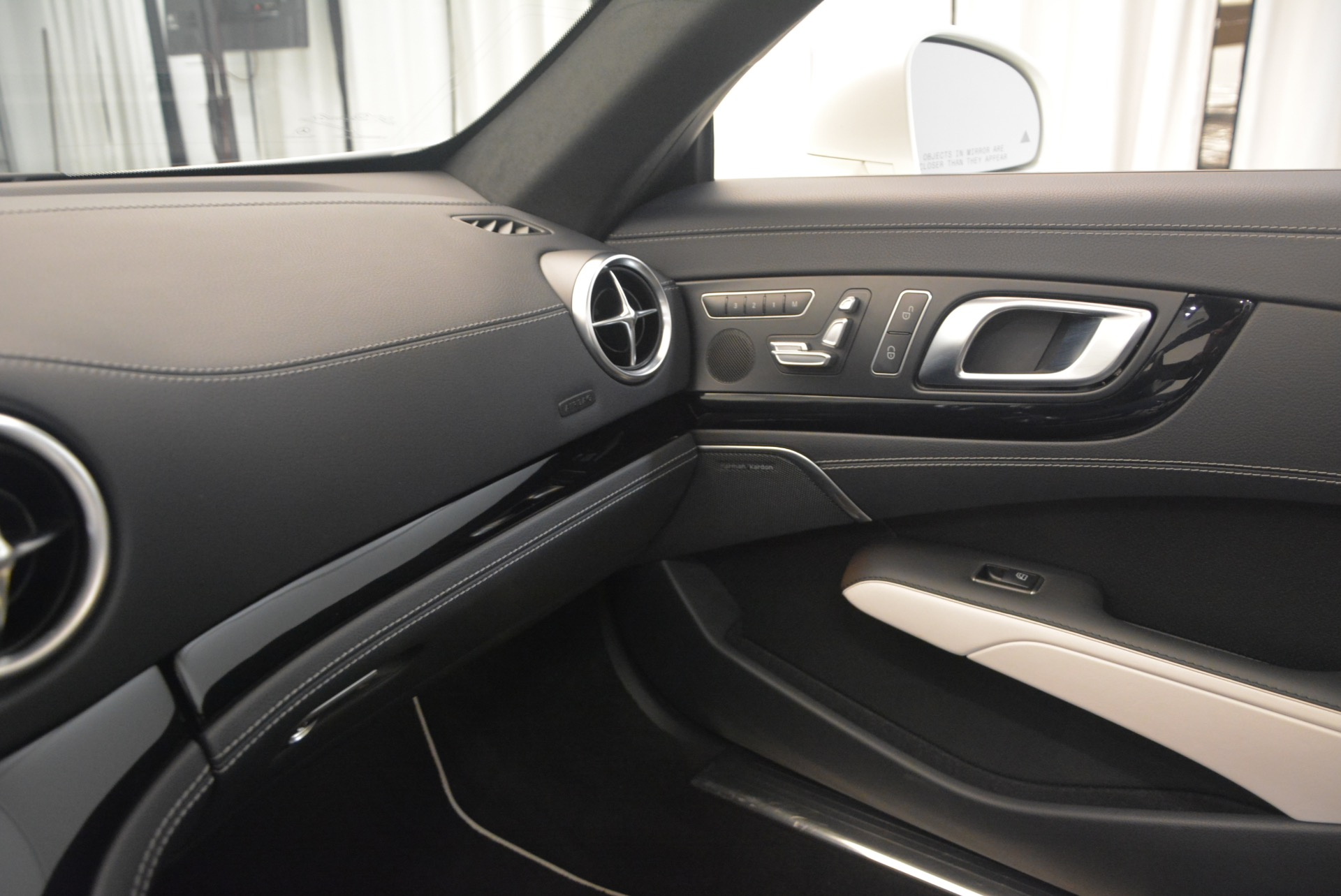 Used 2015 Mercedes Benz SL-Class SL 550 For Sale In Westport, CT 1261_p36