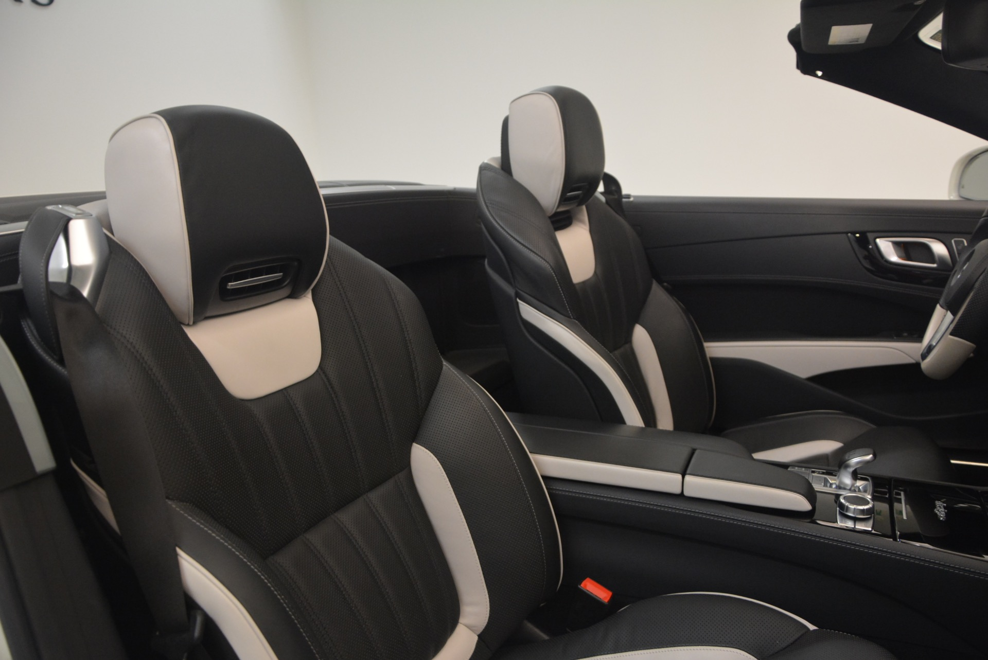 Used 2015 Mercedes Benz SL-Class SL 550 For Sale In Westport, CT 1261_p44