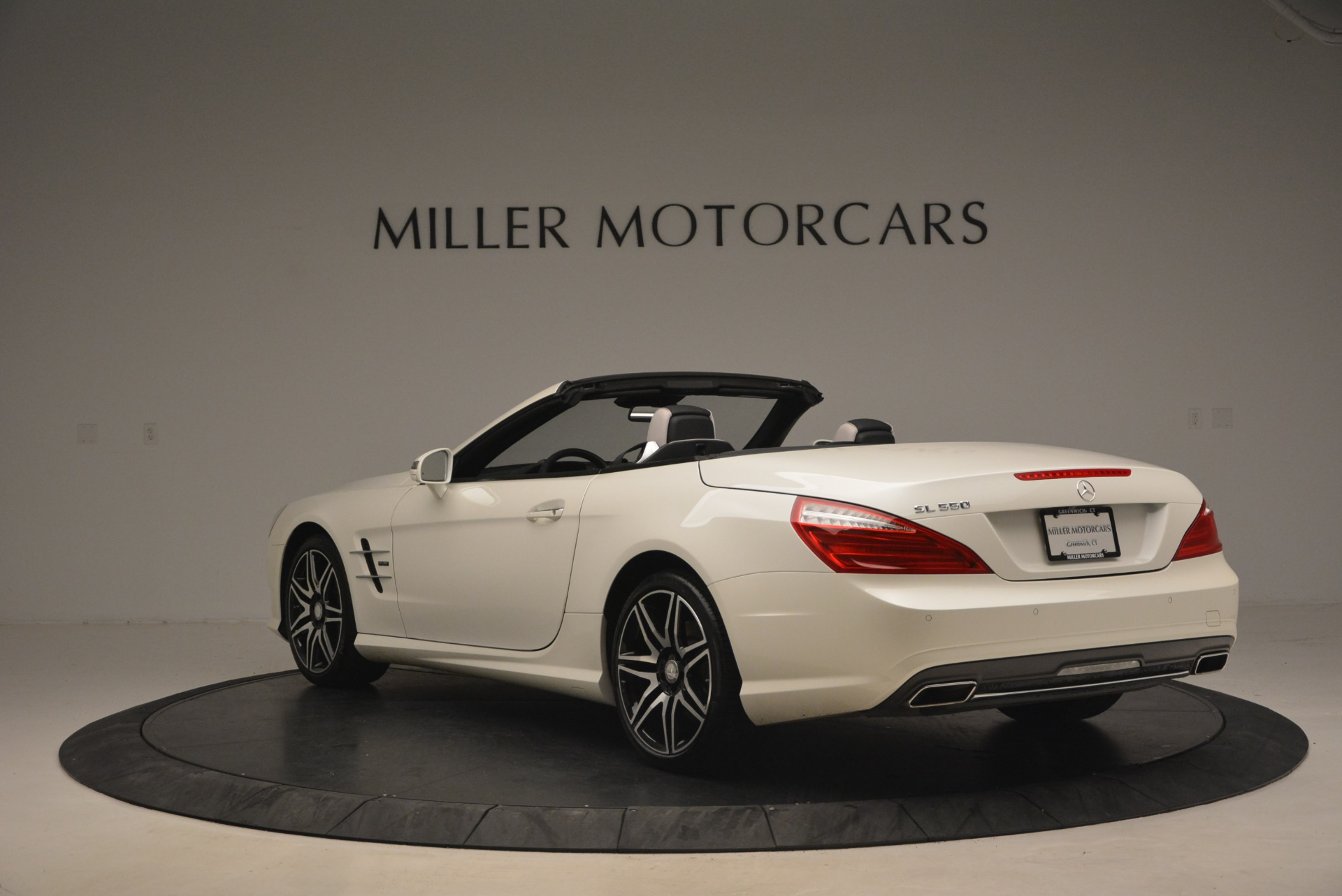 Used 2015 Mercedes Benz SL-Class SL 550 For Sale In Westport, CT 1261_p5