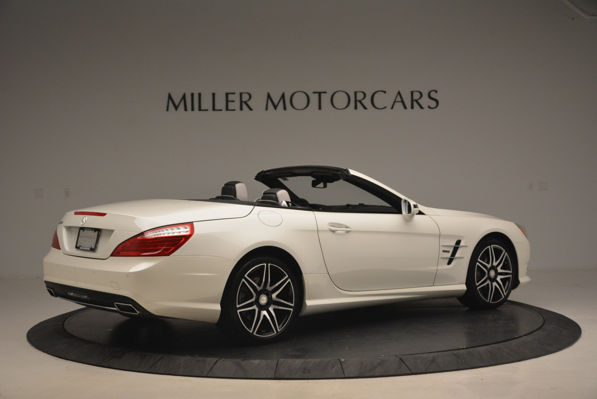 Used 2015 Mercedes Benz SL-Class SL 550 For Sale In Westport, CT 1261_p8