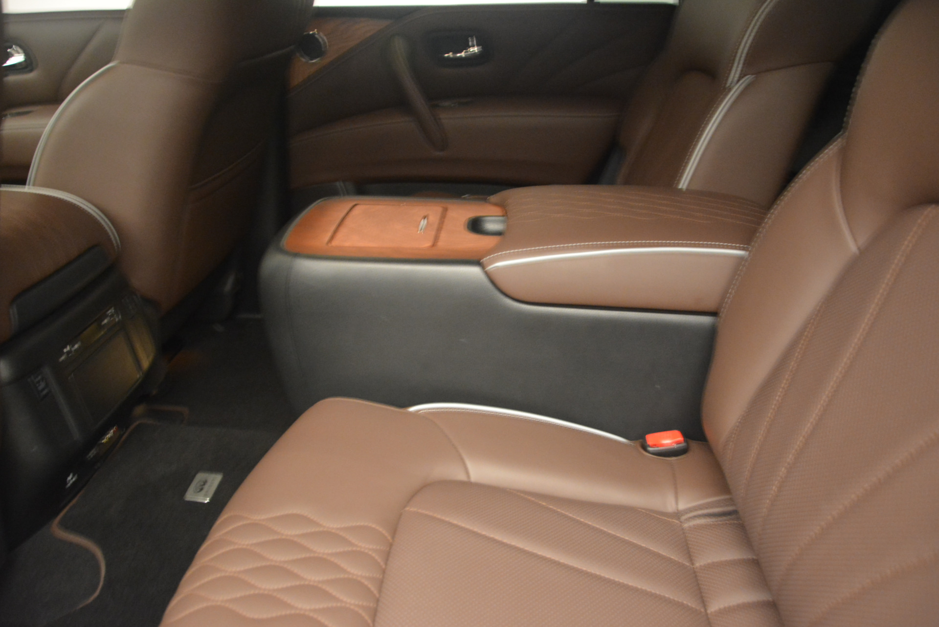 Used 2015 INFINITI QX80 Limited 4WD For Sale In Westport, CT 1289_p18