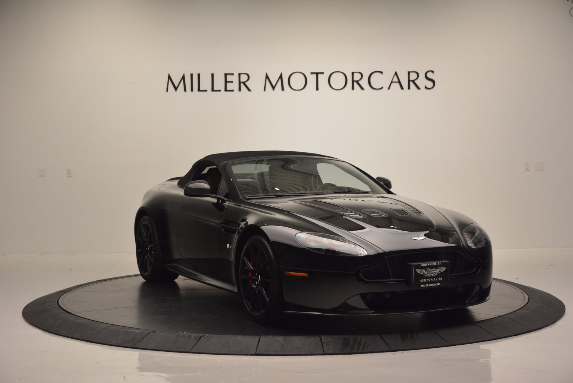 Used 2015 Aston Martin V12 Vantage S Roadster For Sale In Westport, CT 1335_p17