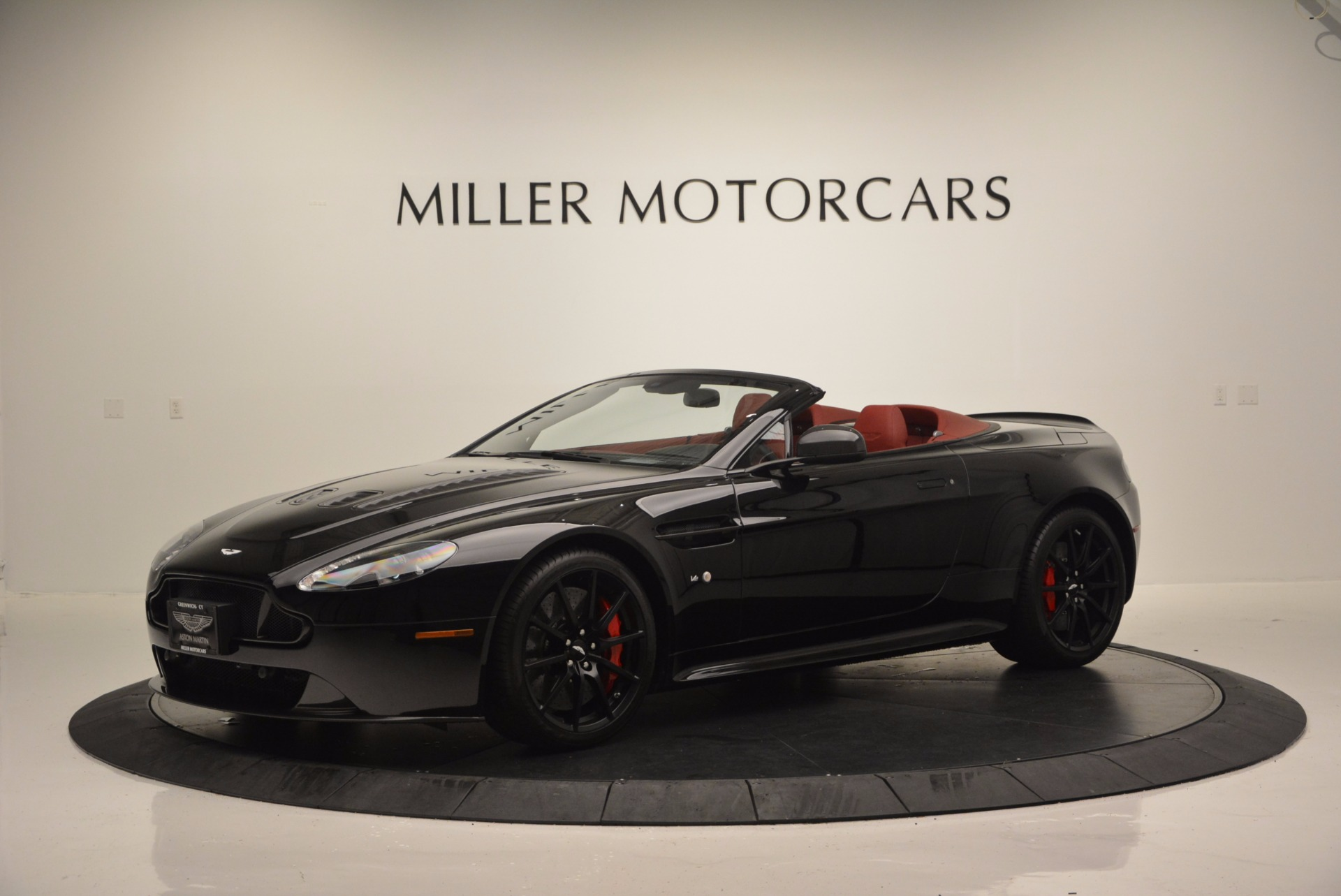 Used 2015 Aston Martin V12 Vantage S Roadster For Sale In Westport, CT 1335_p2