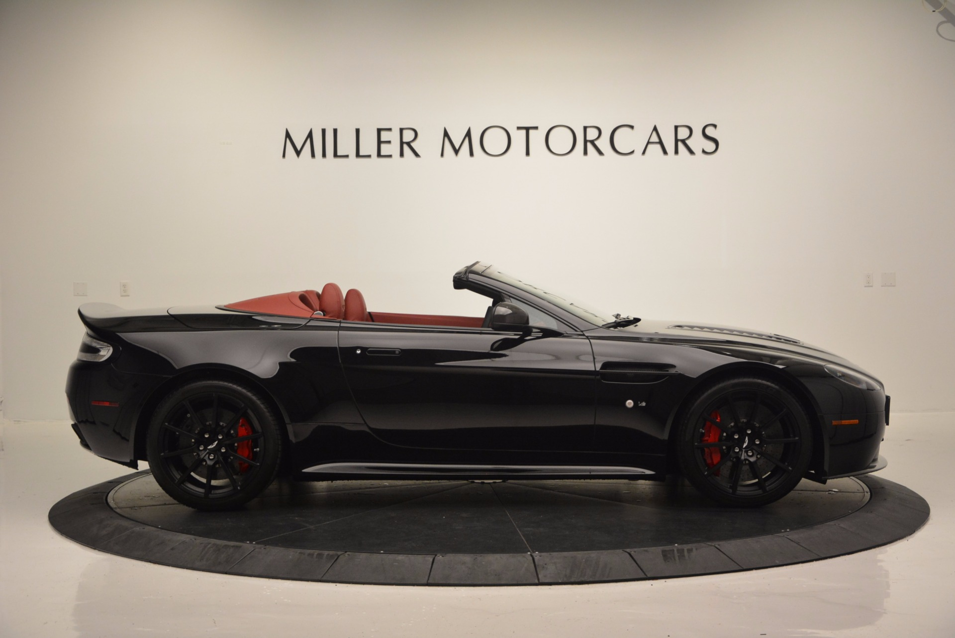 Used 2015 Aston Martin V12 Vantage S Roadster For Sale In Westport, CT 1335_p9