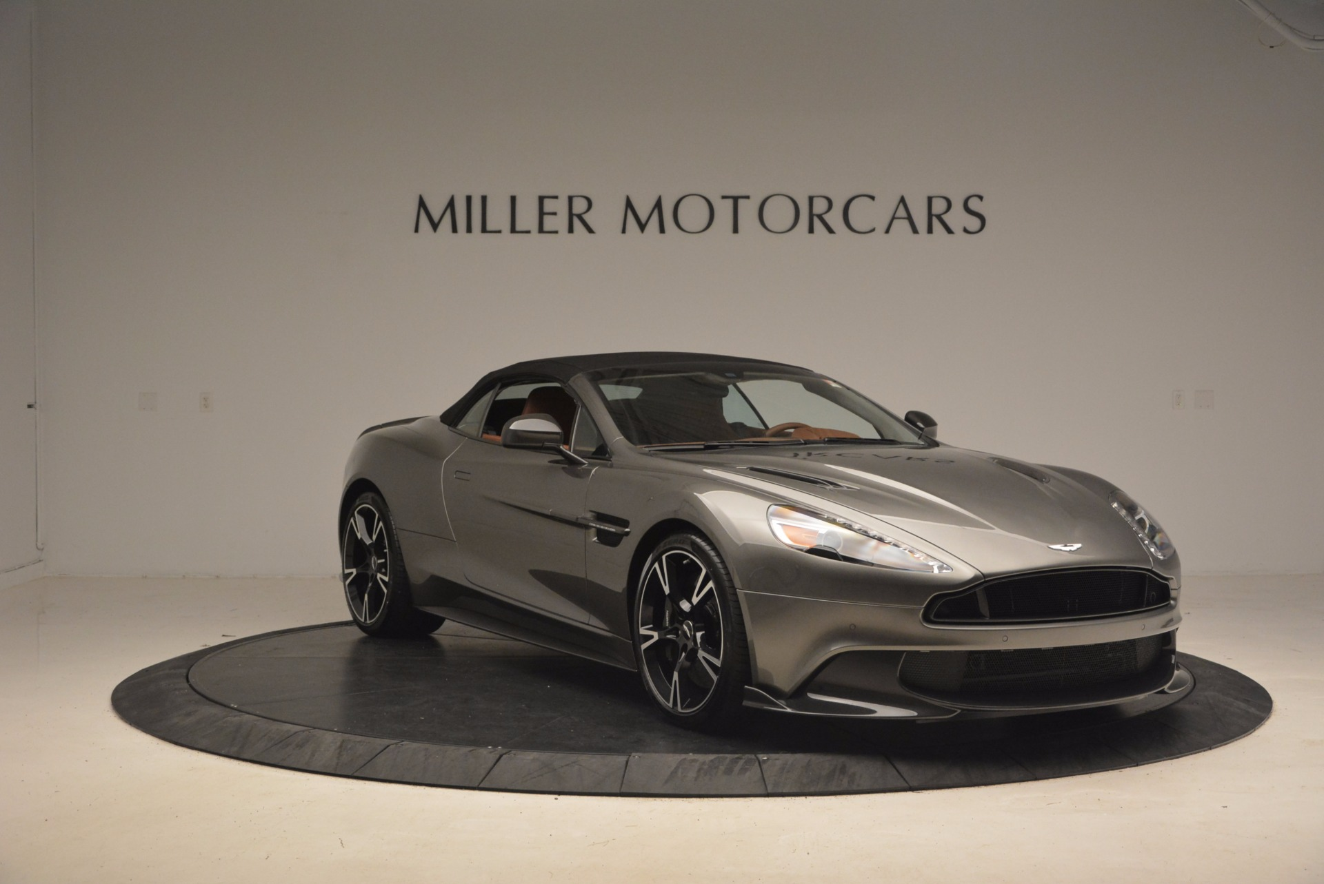 Used 2018 Aston Martin Vanquish S Convertible For Sale In Westport, CT 1362_p18