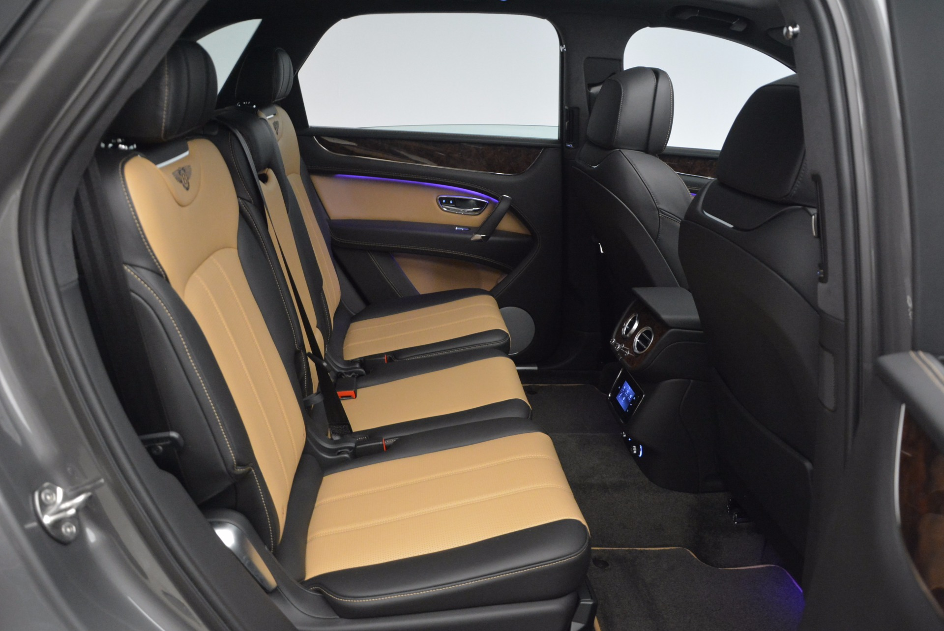New 2018 Bentley Bentayga Activity Edition-Now with seating for 7!!! For Sale In Westport, CT 1396_p40