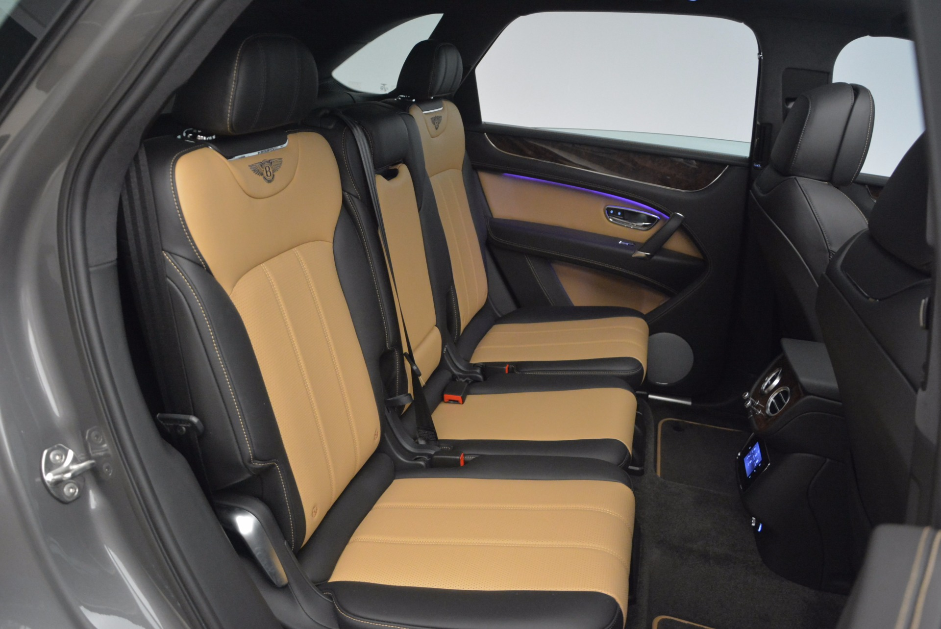 New 2018 Bentley Bentayga Activity Edition-Now with seating for 7!!! For Sale In Westport, CT 1396_p41