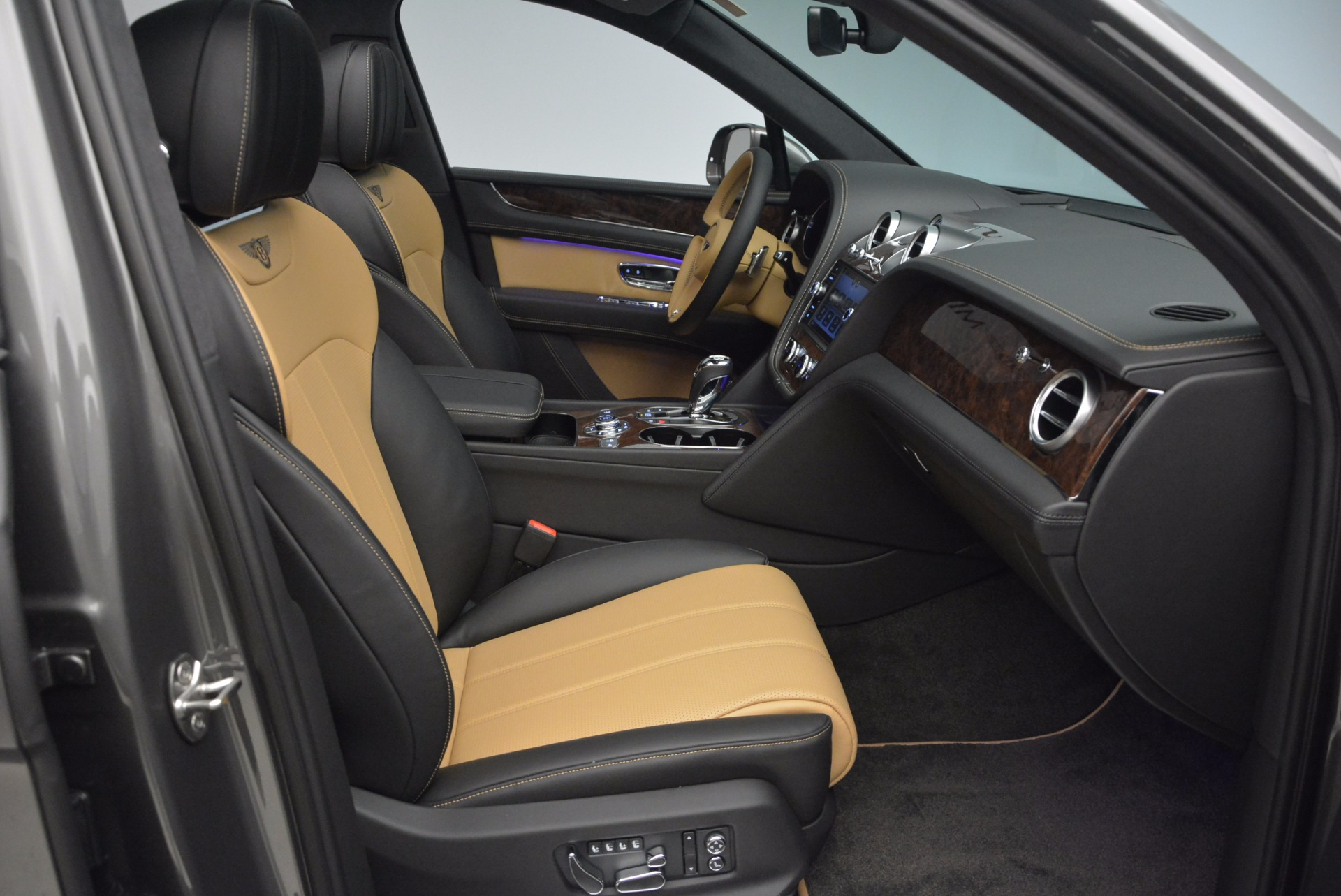 New 2018 Bentley Bentayga Activity Edition-Now with seating for 7!!! For Sale In Westport, CT 1396_p44