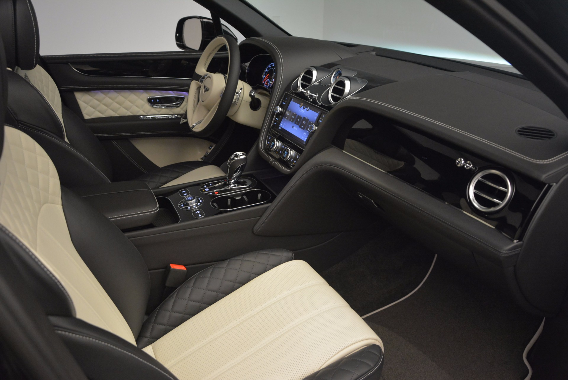 New 2018 Bentley Bentayga Signature For Sale In Westport, CT 1424_p41