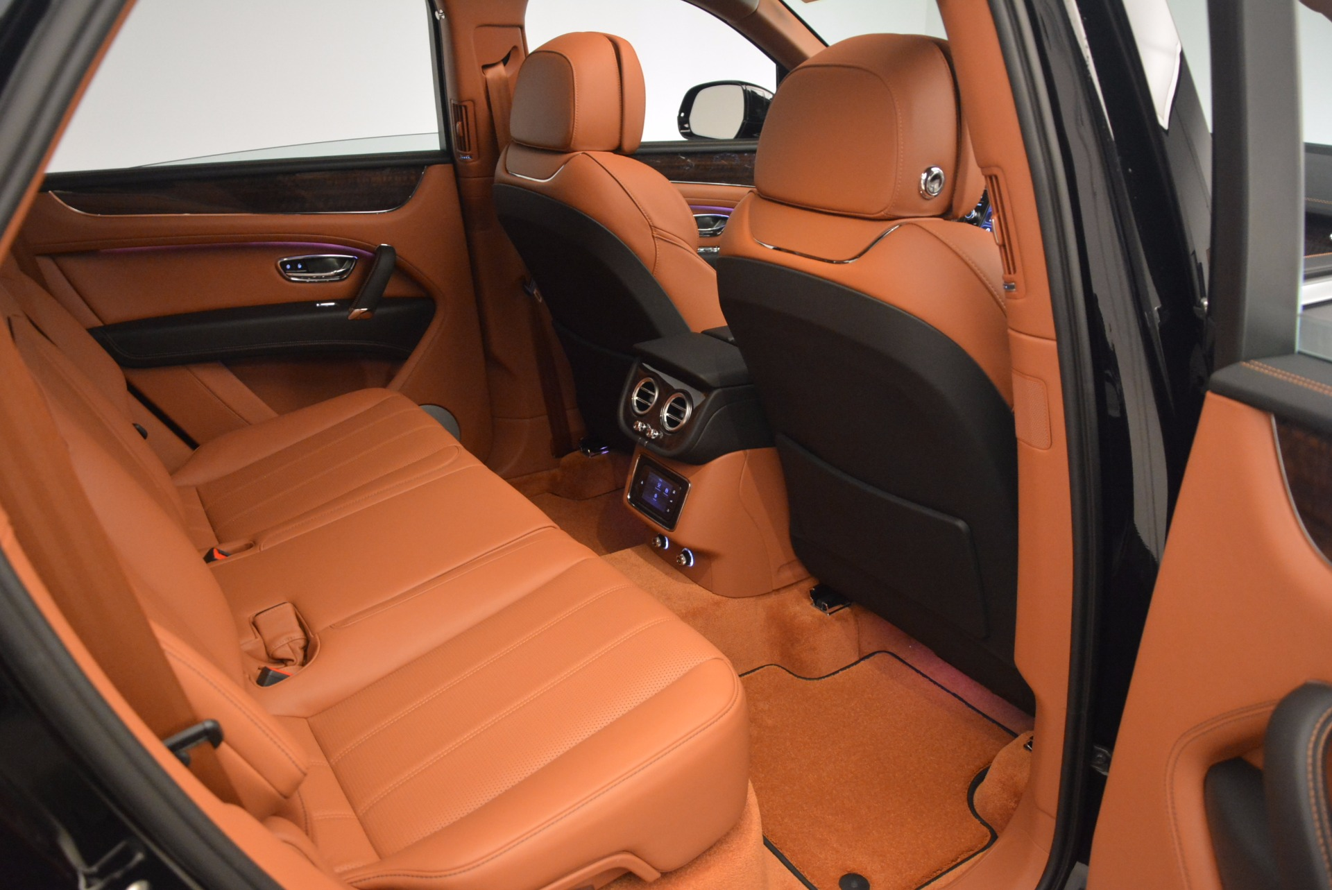 New 2018 Bentley Bentayga Onyx For Sale In Westport, CT 1428_p38