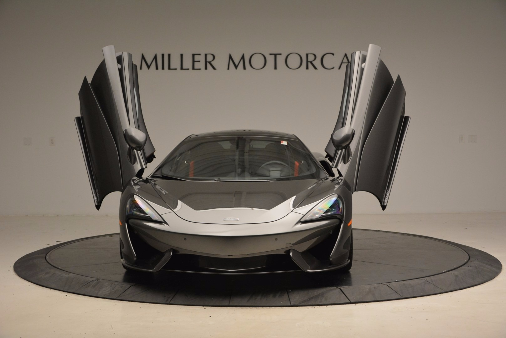 New 2017 McLaren 570GT  For Sale In Westport, CT 1451_p13