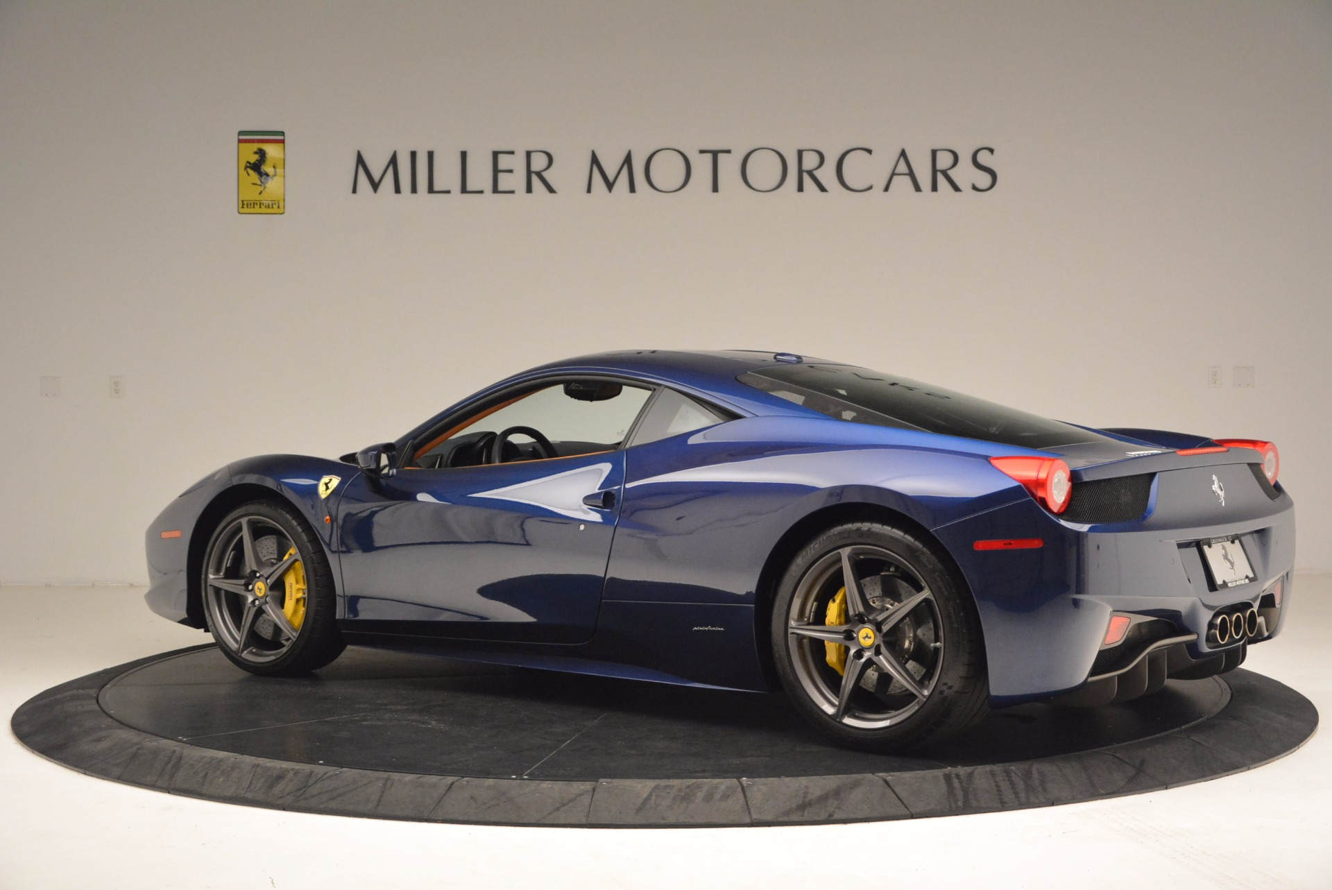 Used 2013 Ferrari 458 Italia  For Sale In Westport, CT 1465_p4