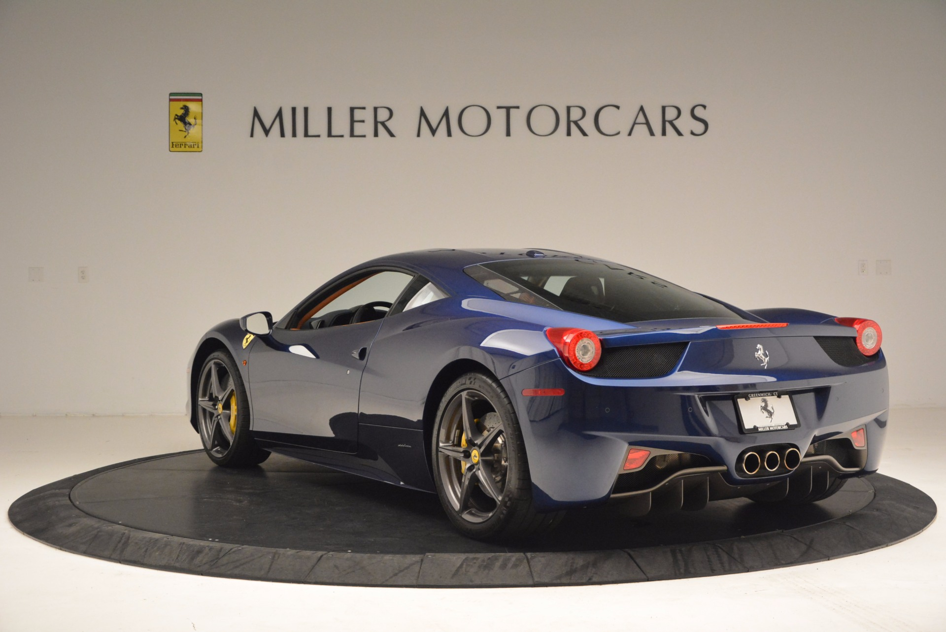 Used 2013 Ferrari 458 Italia  For Sale In Westport, CT 1465_p5