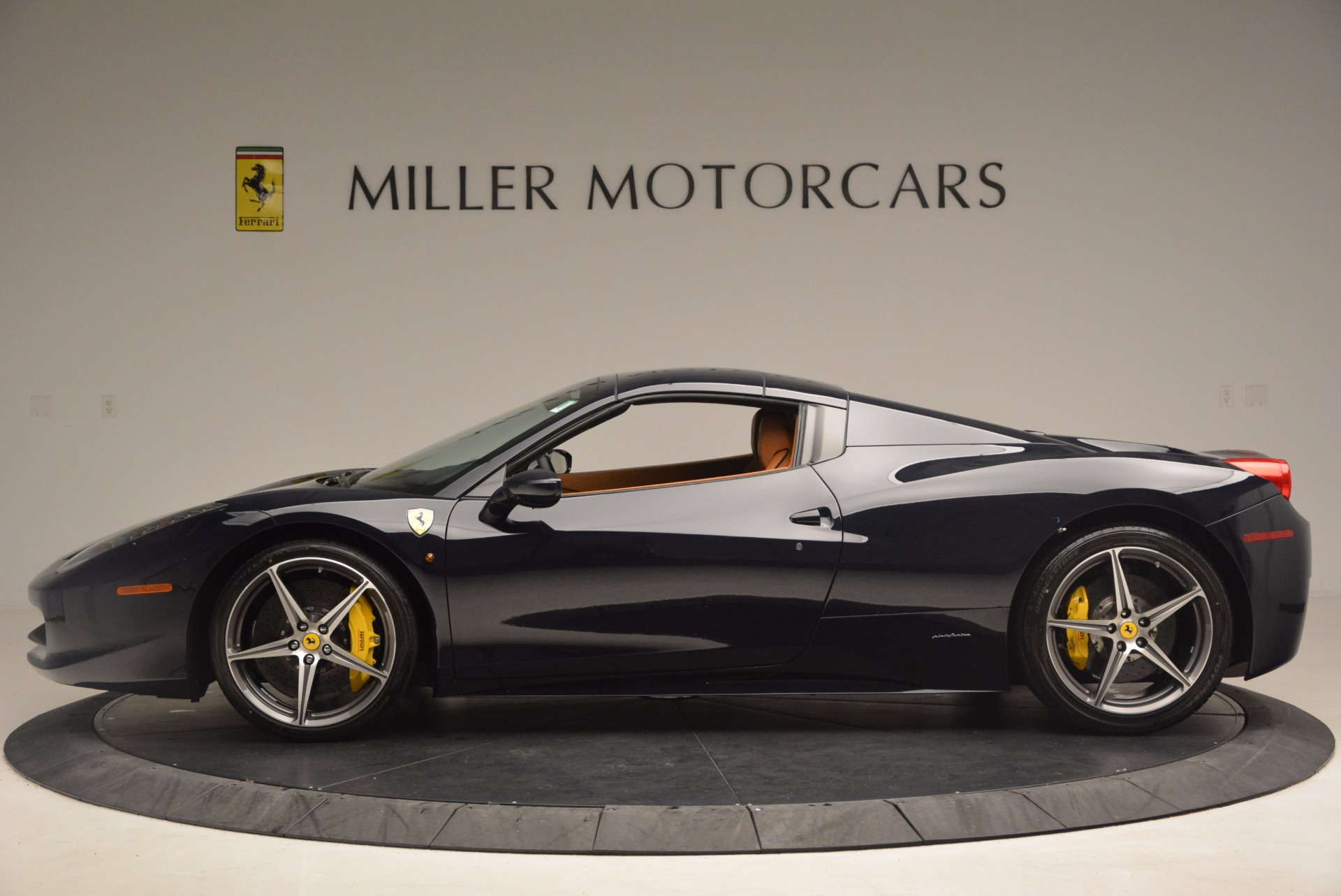 Used 2015 Ferrari 458 Spider  For Sale In Westport, CT 1477_p13