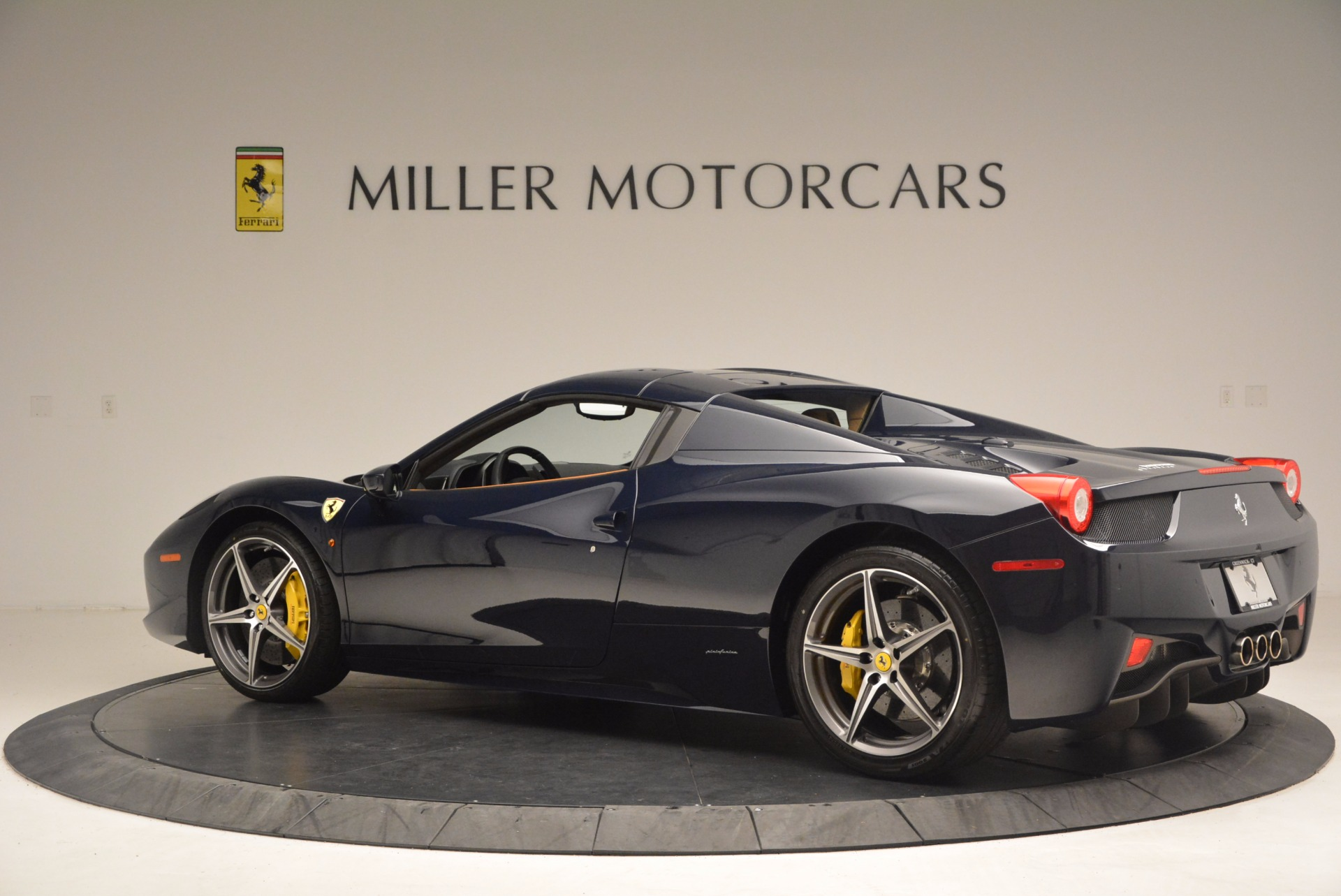 Used 2015 Ferrari 458 Spider  For Sale In Westport, CT 1477_p14