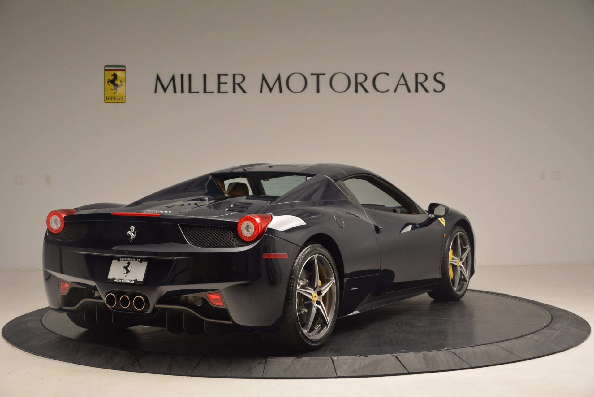 Used 2015 Ferrari 458 Spider  For Sale In Westport, CT 1477_p17
