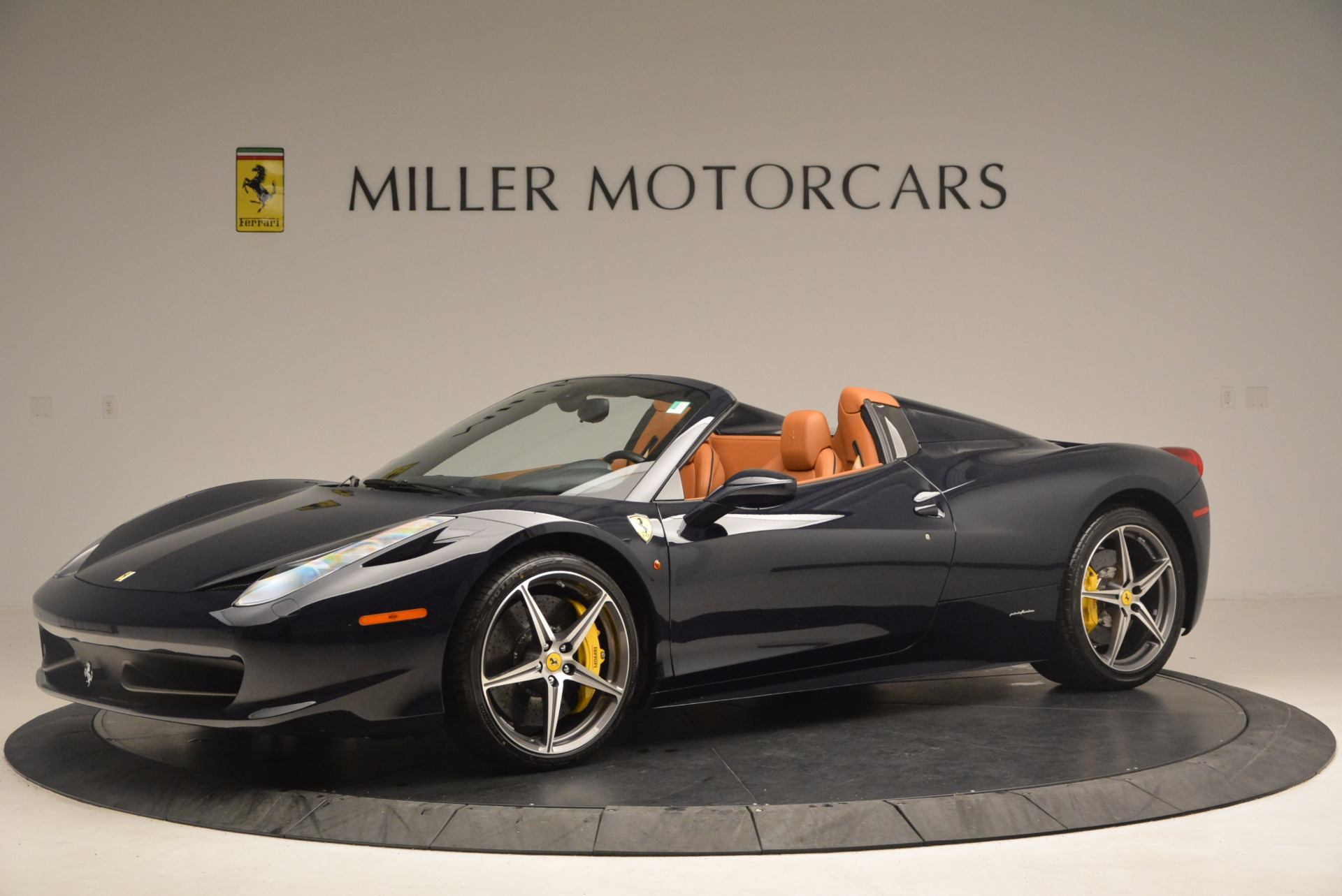 Used 2015 Ferrari 458 Spider  For Sale In Westport, CT 1477_p2