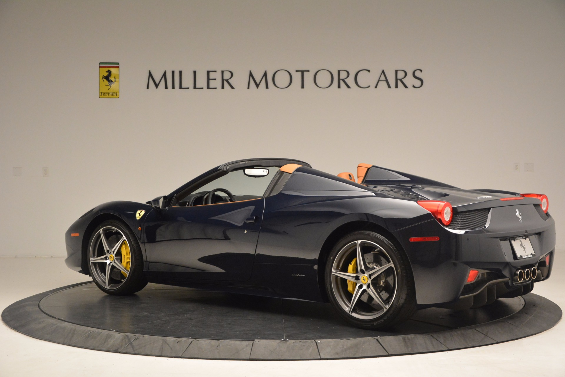 Used 2015 Ferrari 458 Spider  For Sale In Westport, CT 1477_p4