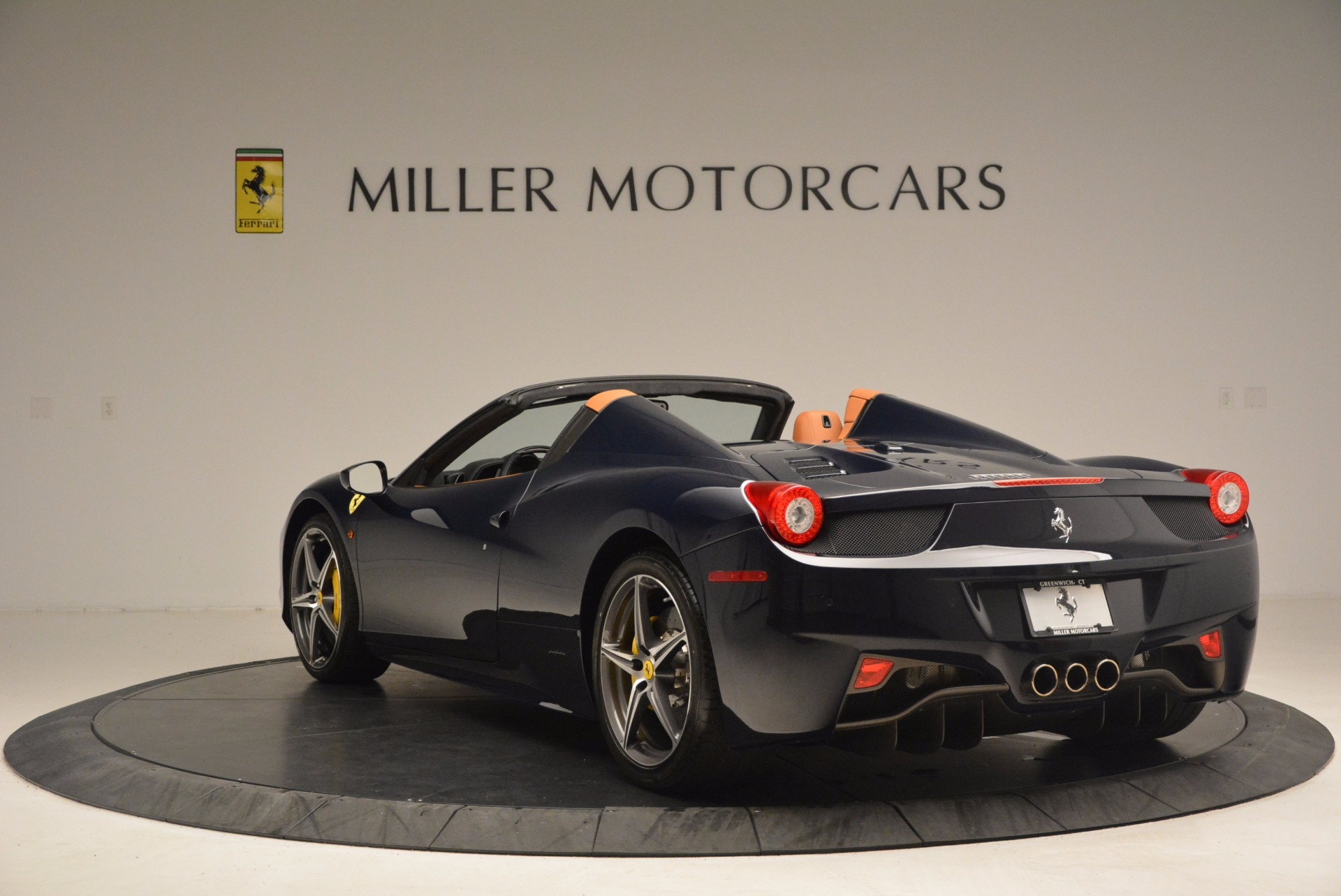 Used 2015 Ferrari 458 Spider  For Sale In Westport, CT 1477_p5