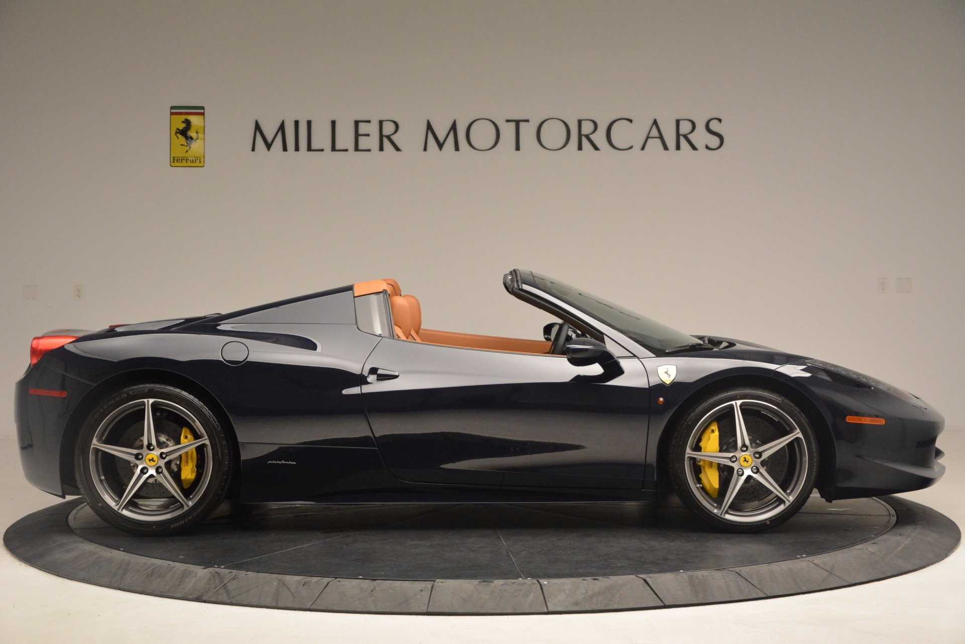 Used 2015 Ferrari 458 Spider  For Sale In Westport, CT 1477_p9