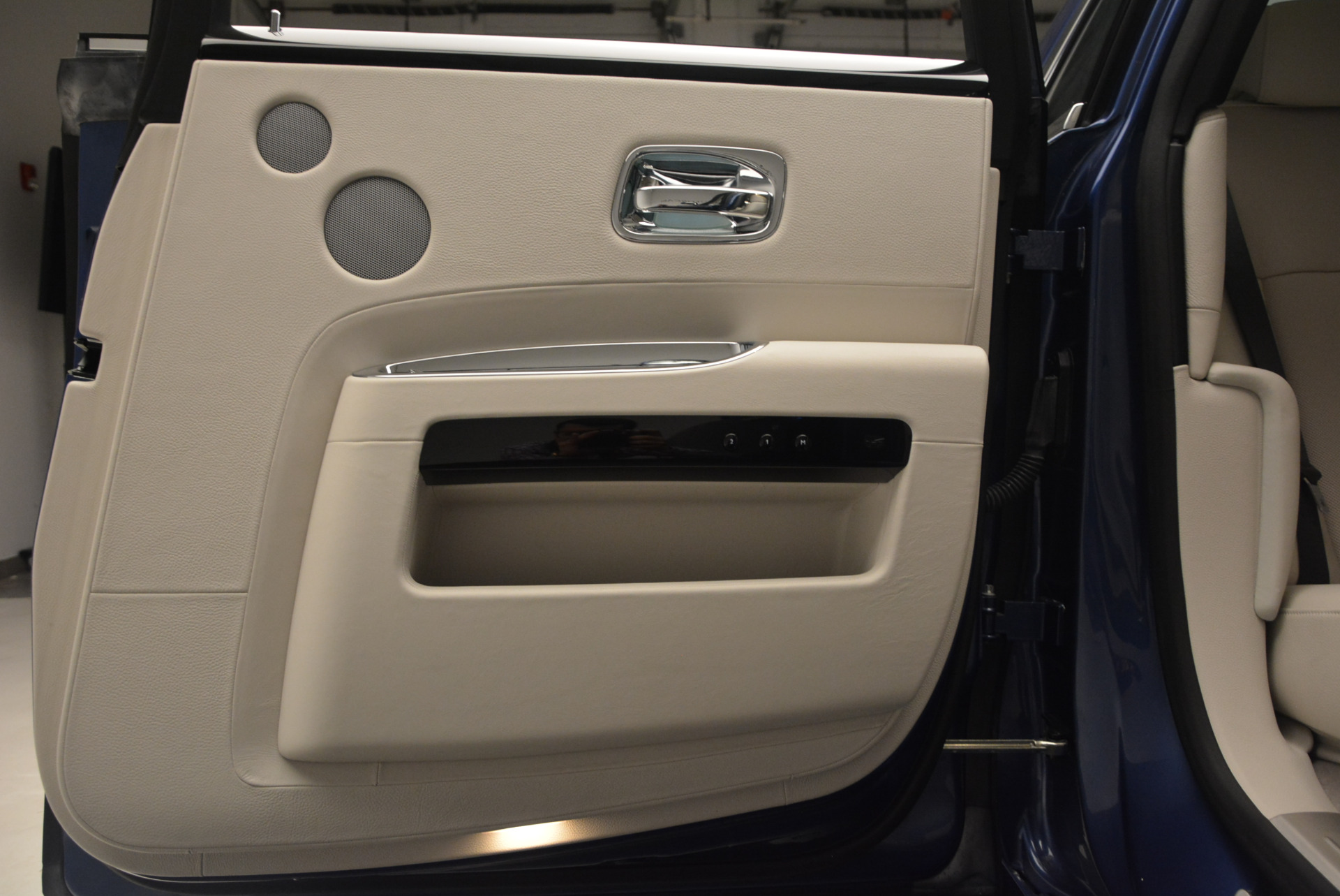 Used 2010 Rolls-Royce Ghost  For Sale In Westport, CT 1504_p29