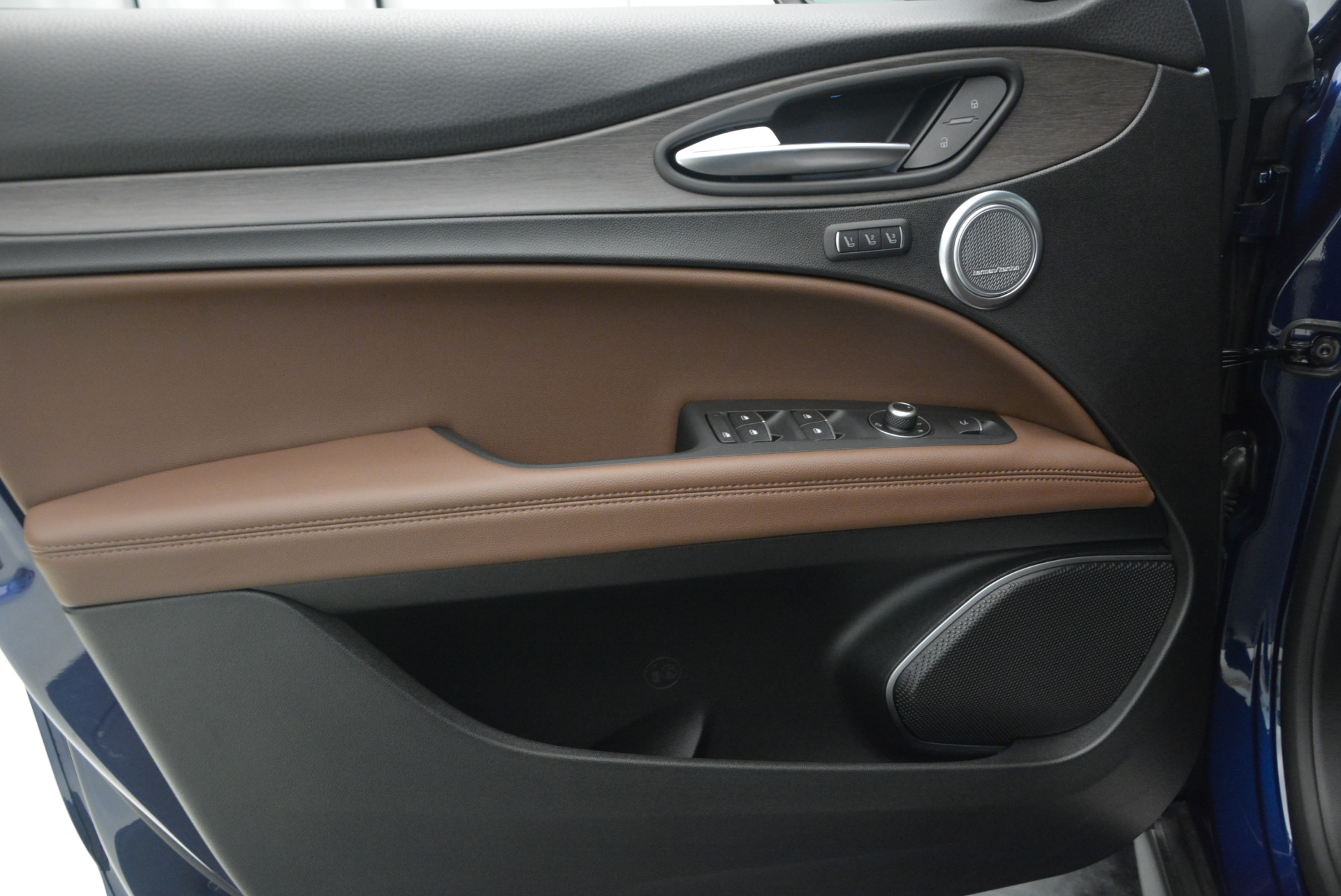 New 2018 Alfa Romeo Stelvio Ti Q4 For Sale In Westport, CT 1526_p19