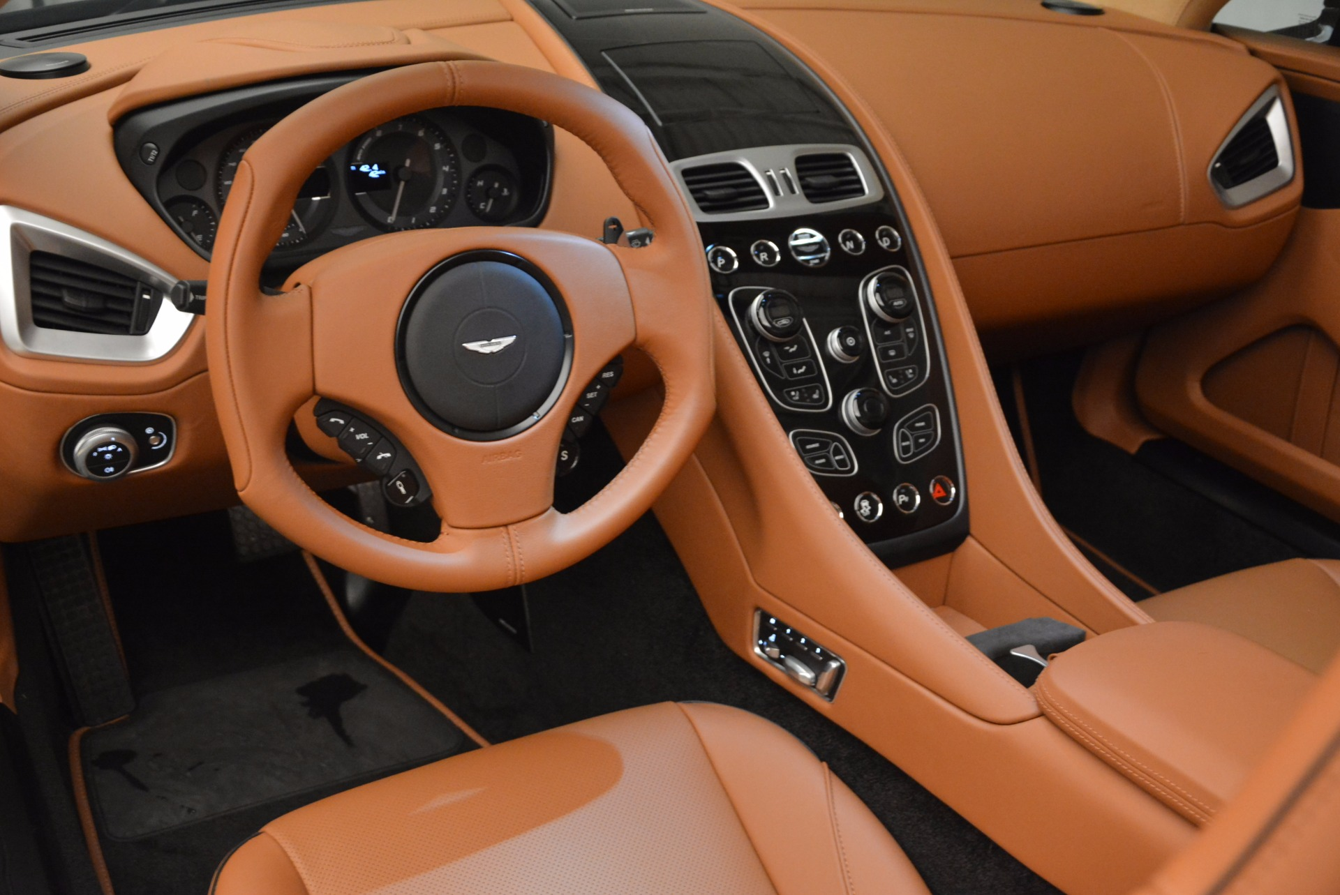 New 2018 Aston Martin Vanquish S Volante For Sale In Westport, CT 1535_p23