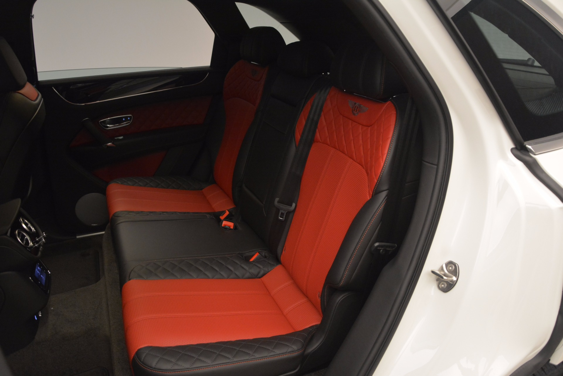 New 2018 Bentley Bentayga Onyx For Sale In Westport, CT 1548_p23